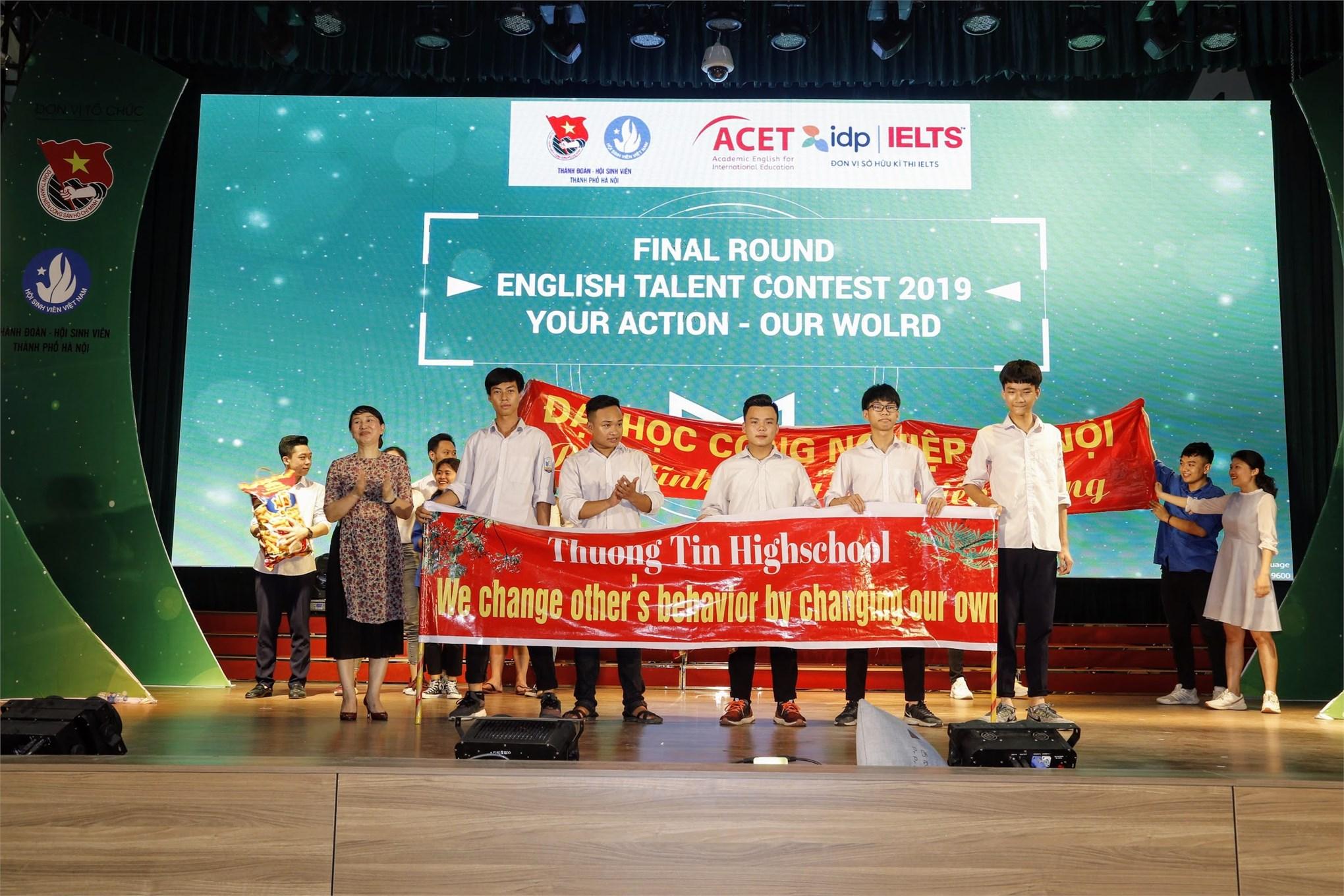 Đại học Công nghiệp Hà Nội và THPT Thường Tín dành giải đội cổ vũ sôi động nhất