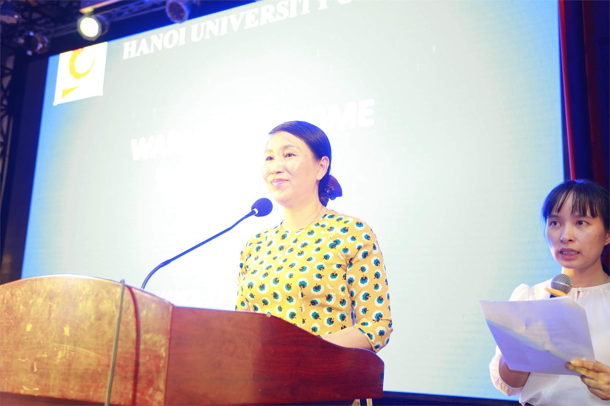 TS. Bùi Thị Ngân - Phó Hiệu trưởng Trường ĐHCNHN phát biểu chào đón