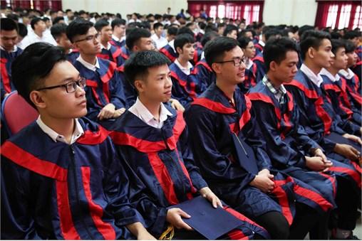 Bế giảng Đại học K9