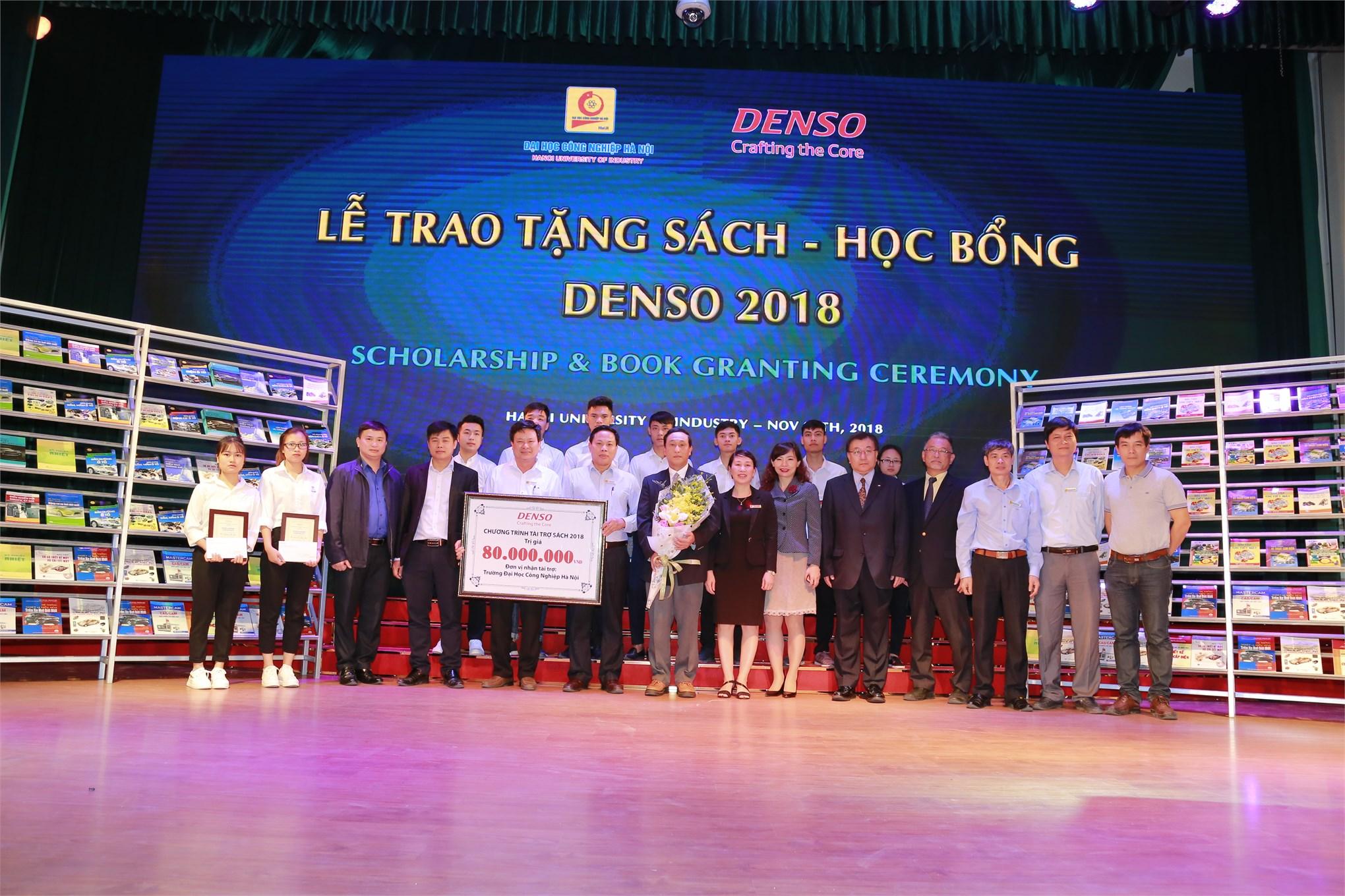Công ty TNHH DENSO Việt Nam trao tặng sách và học bổng cho Đại học Công nghiệp Hà Nội