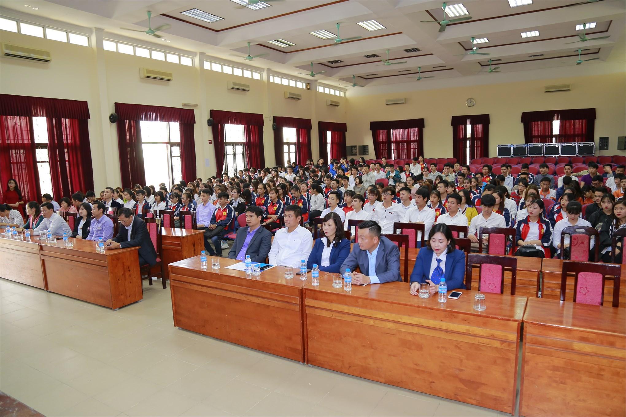 Tổng kết hoạt động và trao học bổng Quỹ khuyến học `Nguyễn Thanh Bình` năm học 2017-2018