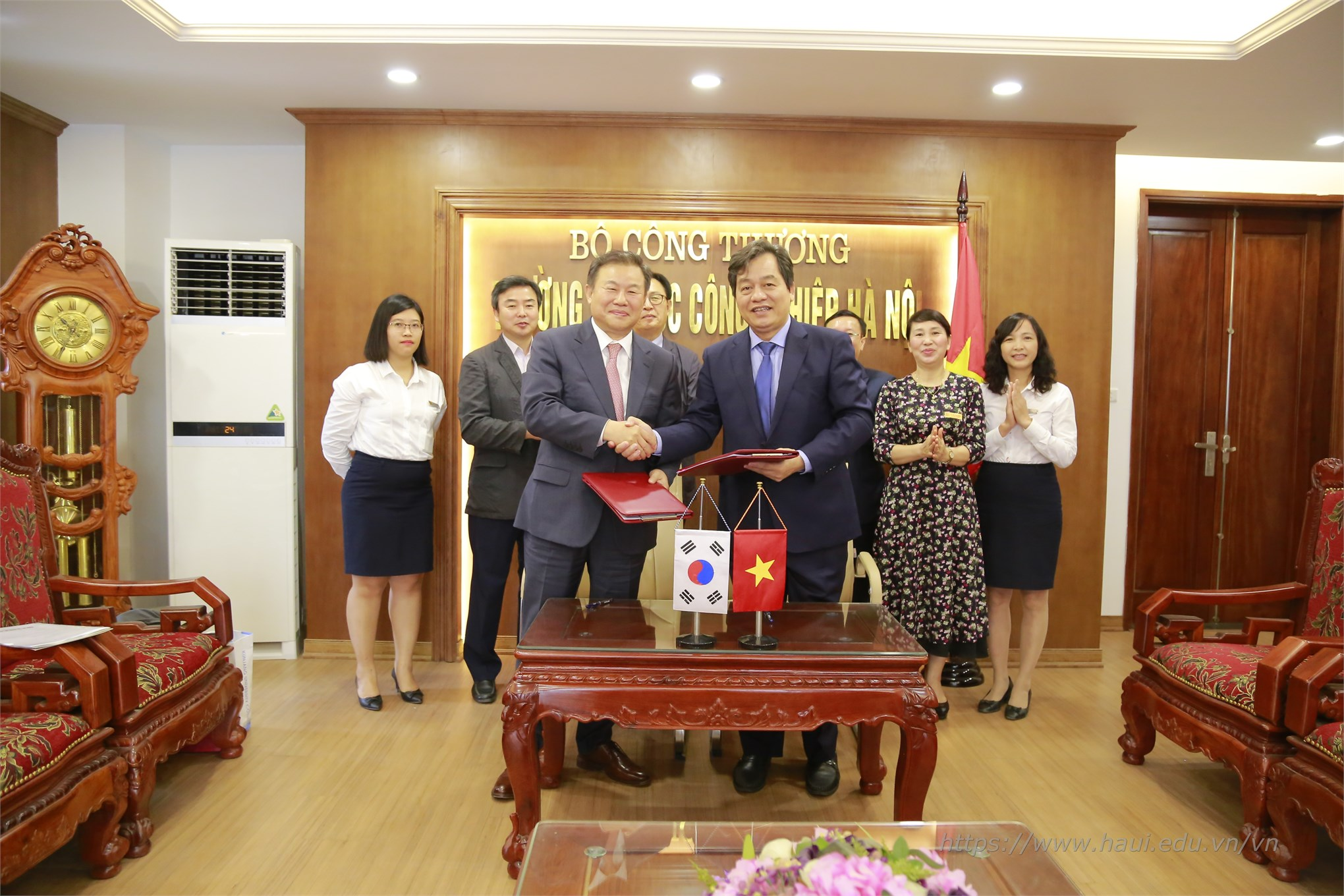 Hanoi University of Industry signed a cooperation agreement with Kunjang College - Korea