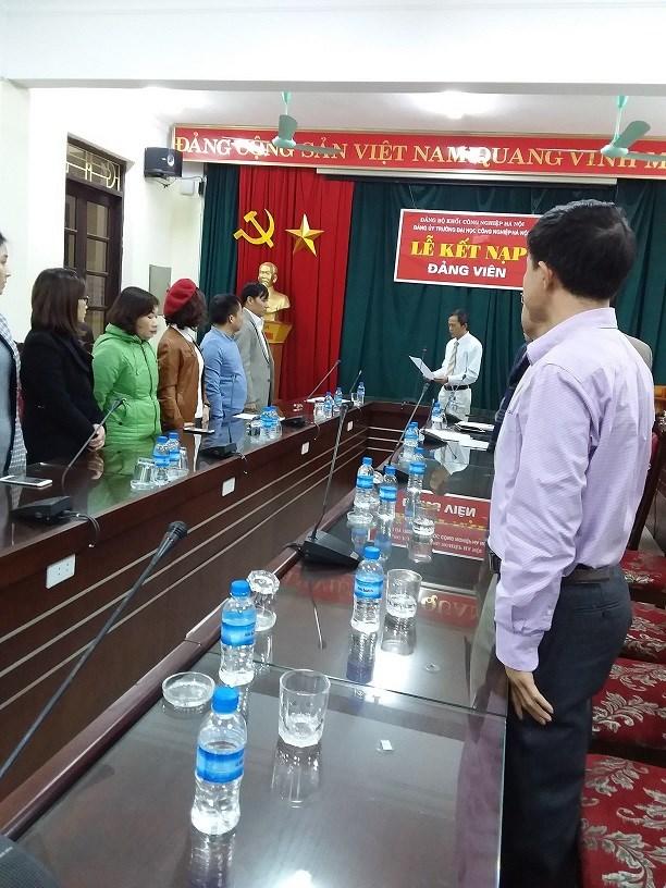 Lễ Công Bố Quyết Định Công Nhận Đảng Viên Chính Thức.
