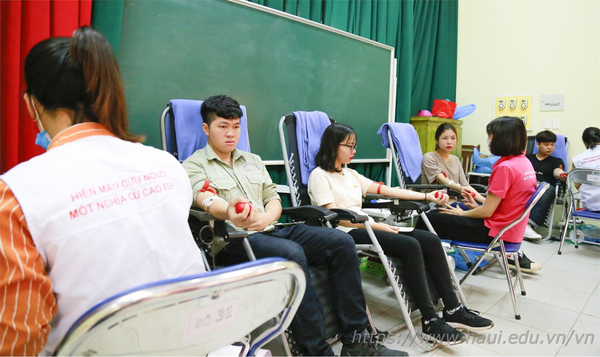 Cán bộ, giảng viên và sinh viênTrường Đại học Công nghiệp Hà Nội hiến tặng gần 2000 đơn vị máu tại Ngày hội Xuân hồng năm 2019