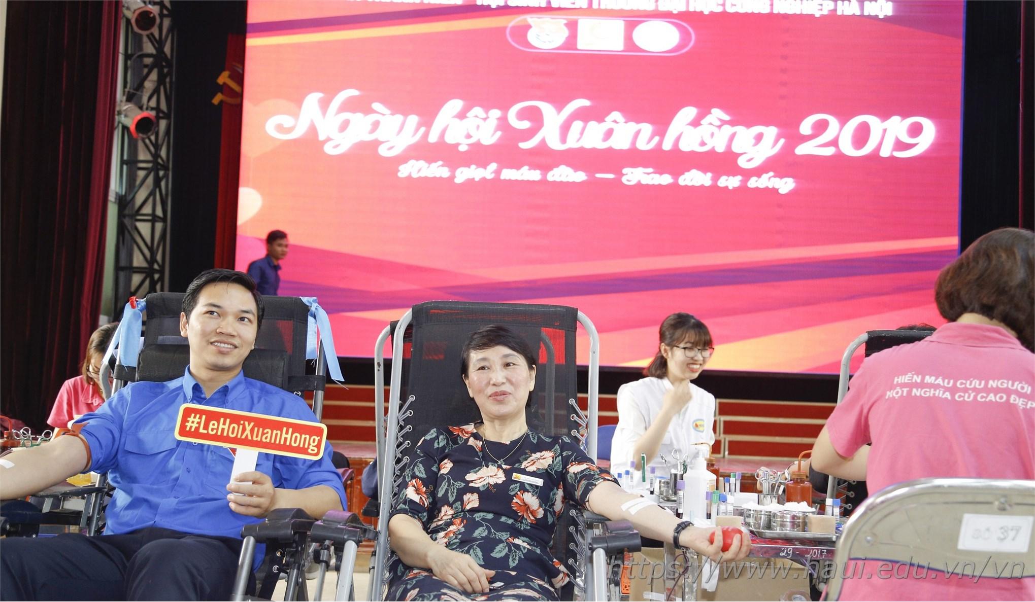 Cán bộ, giảng viên và sinh viên Trường Đại học Công nghiệp Hà Nội hiến tặng gần 2000 đơn vị máu tại Ngày hội Xuân hồng năm 2019