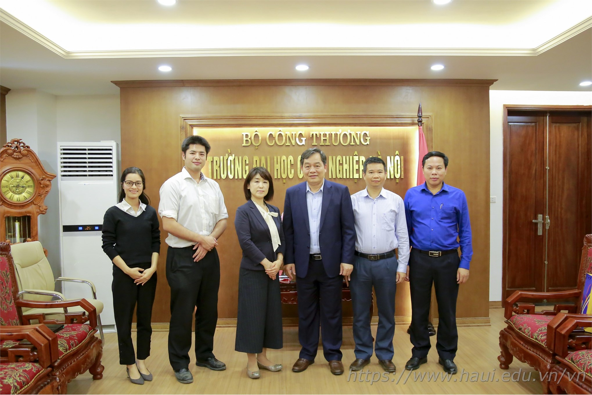 Welcoming Japanese language specialist to pay a working visit at Hanoi University of Industry