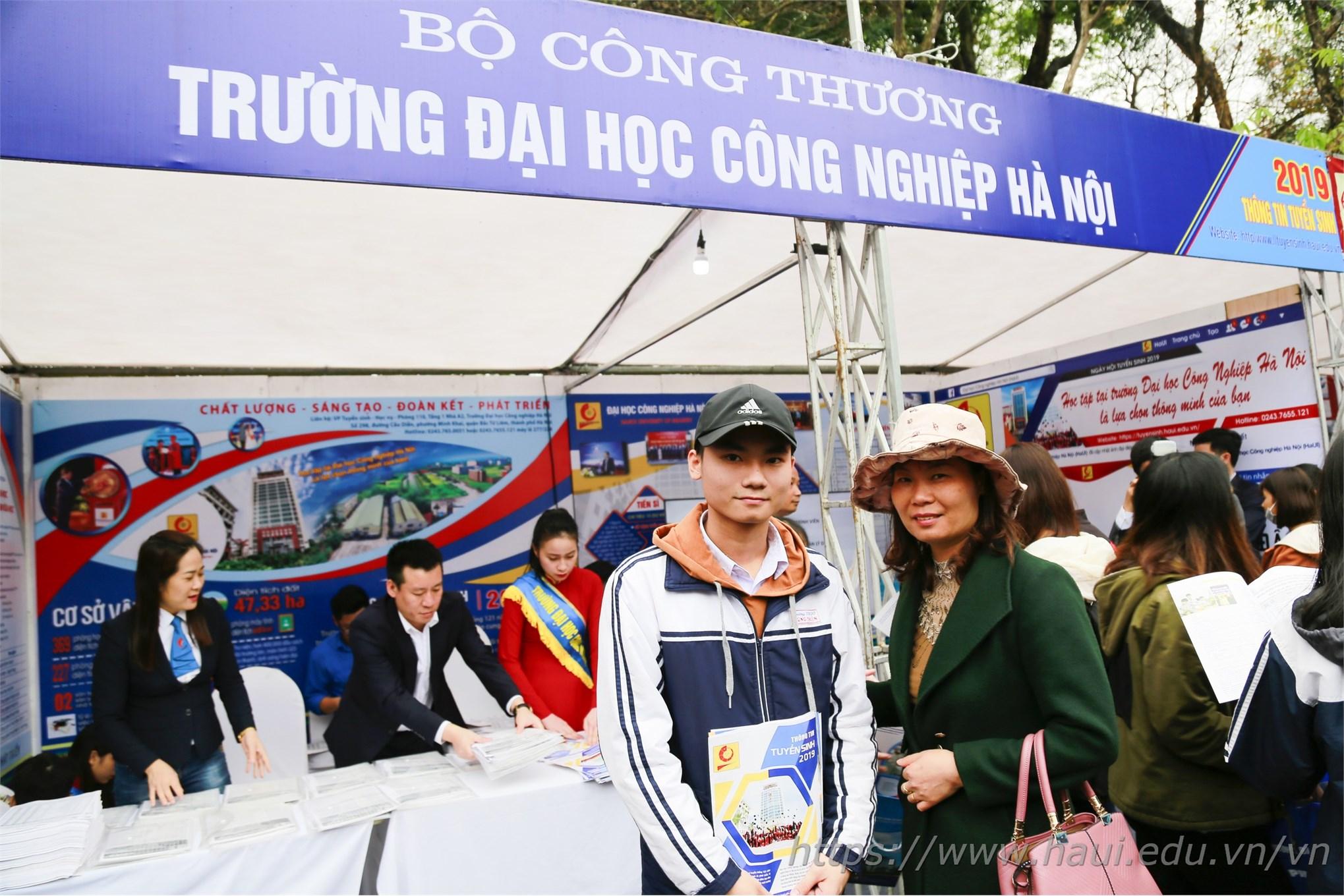 Sức hút của Đại học Công nghiệp Hà Nội tại Ngày hội tư vấn tuyển sinh - hướng nghiệp 2019