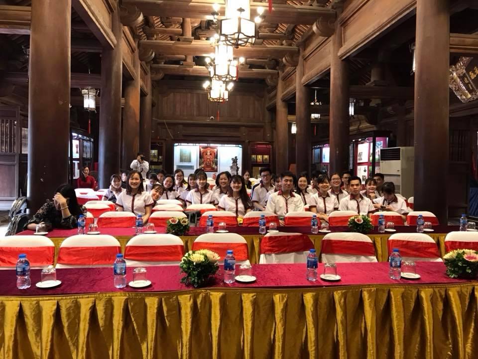Sinh viên Khoa Du Lịch, trường Đại học Công Nghiệp Hà Nội tham gia chương trình tình nguyện hỗ trợ Du lịch Thăng Long - Hà Nội, do Sở Du lịch Hà Nội tổ chức.