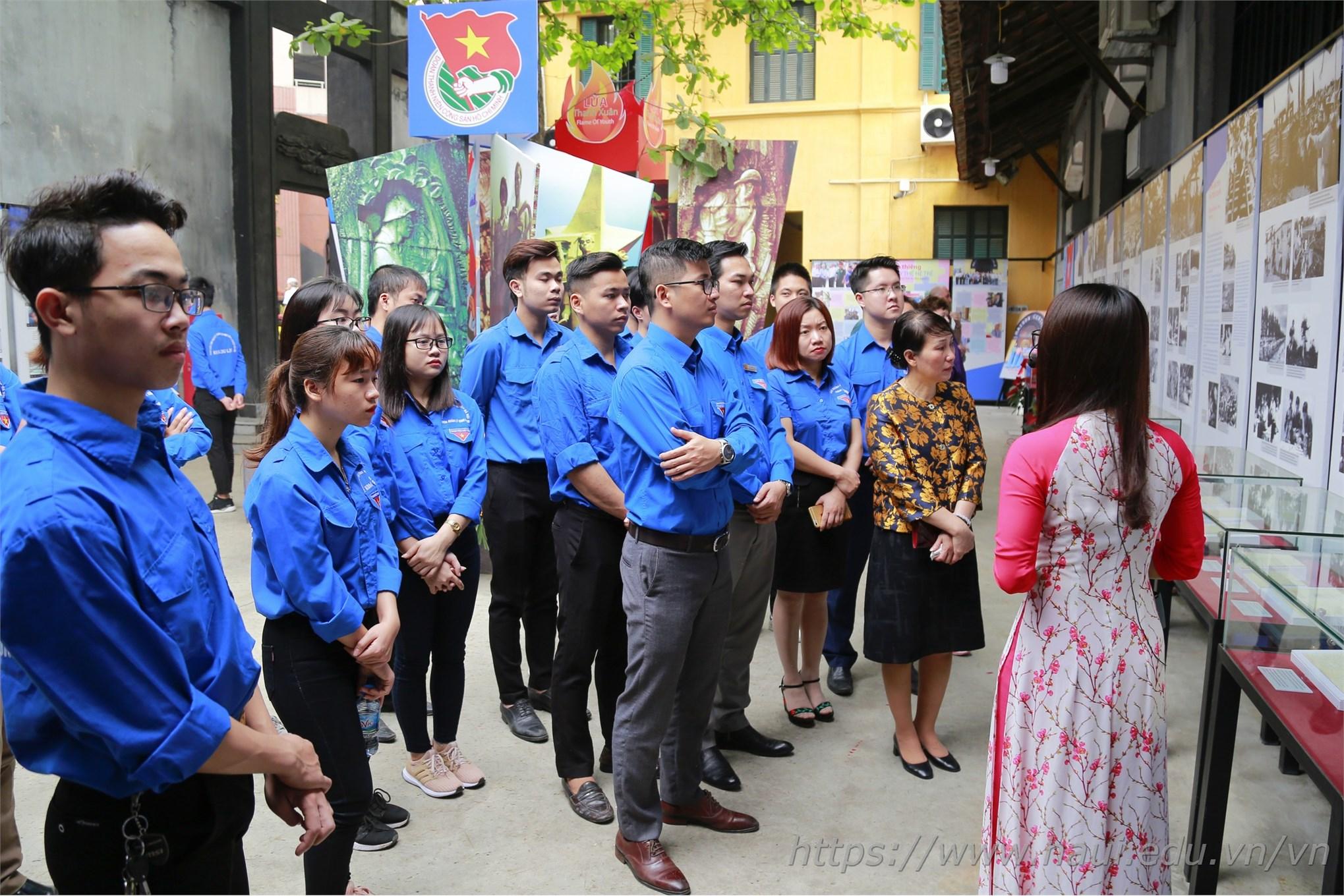 Đoàn Thanh niên ĐHCNHN tham quan, học tập tại Khu Di tích Nhà tù Hỏa Lò