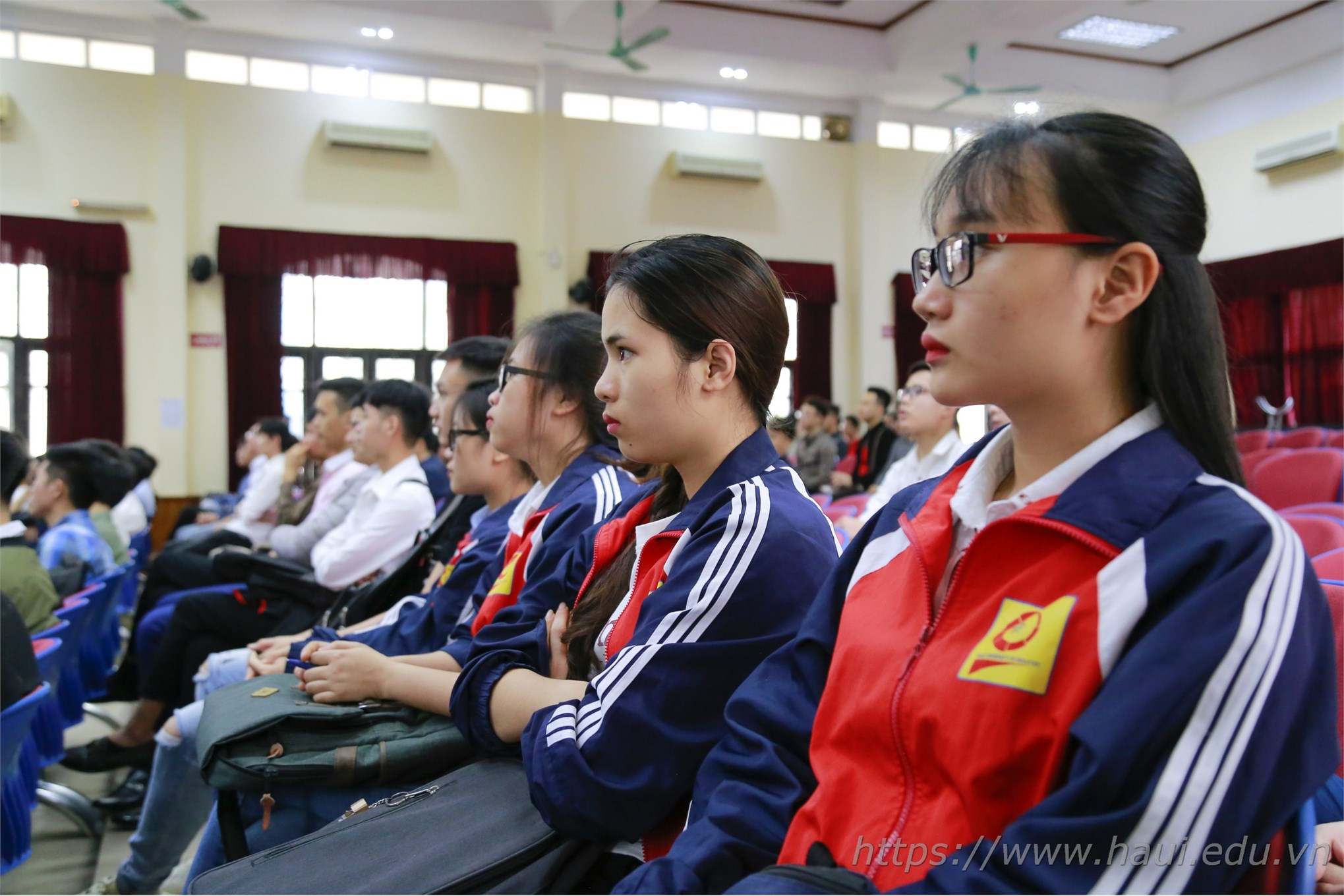 Hơn 700 cơ hội việc làm cho sinh viên ĐHCNHN tại LG Display Việt Nam Hải Phòng