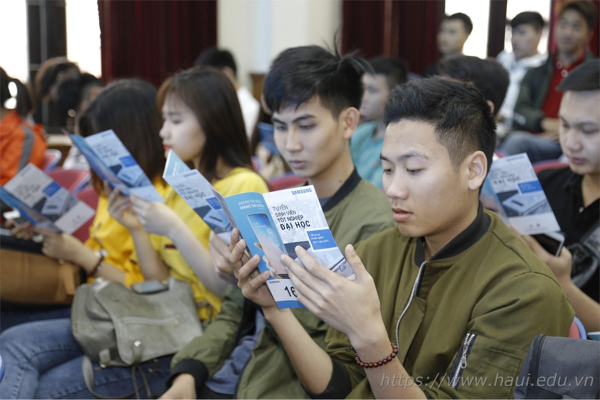 Nhiều cơ hội làm việc hấp dẫn tại Samsung Electronics cho sinh viên Đại học Công nghiệp Hà Nội