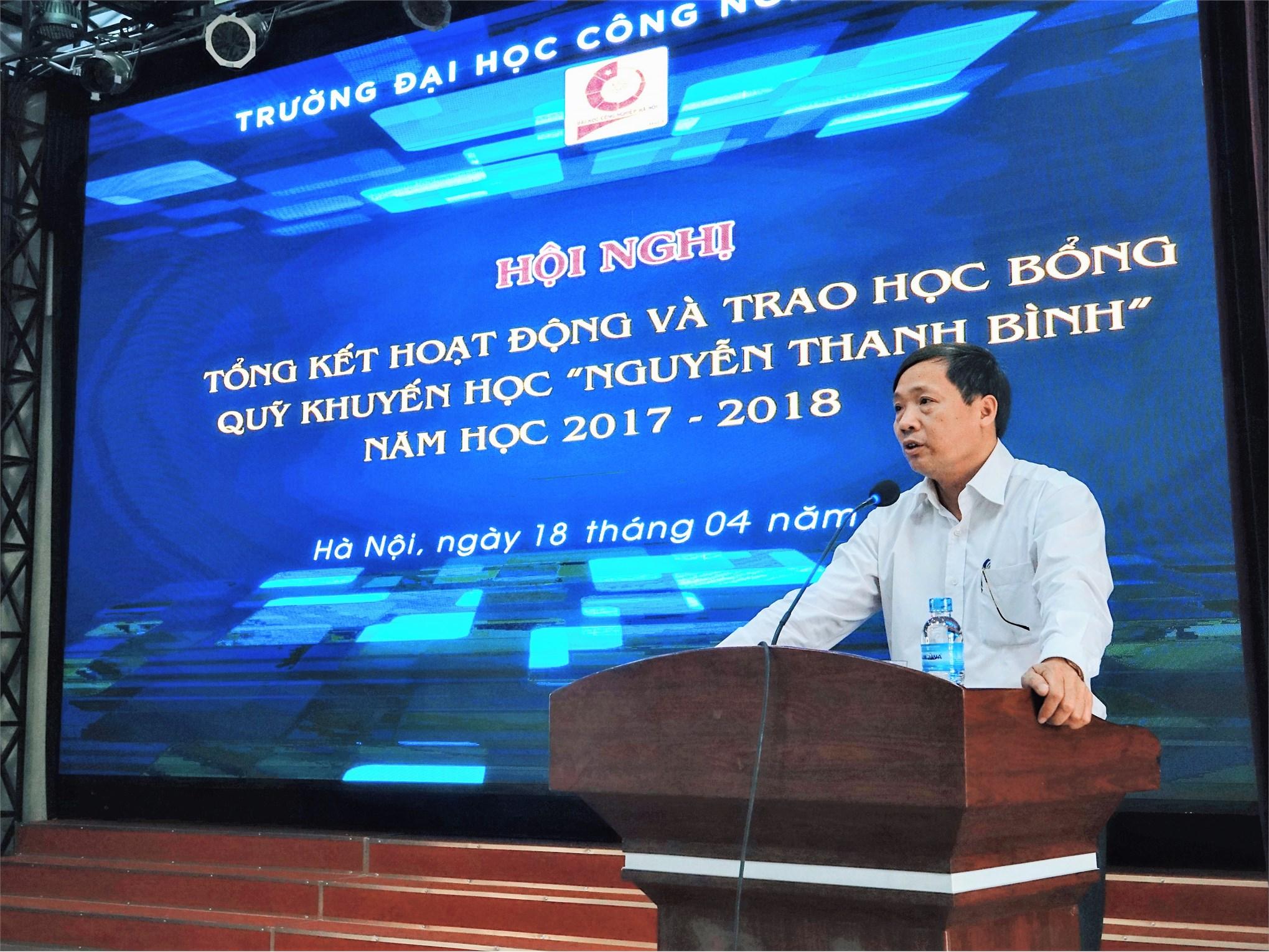 PGS.TS. Phạm Văn Bổng - Phó Bí thư Đảng ủy, Phó Hiệu trưởng nhà trường phát biểu tại buổi lễ