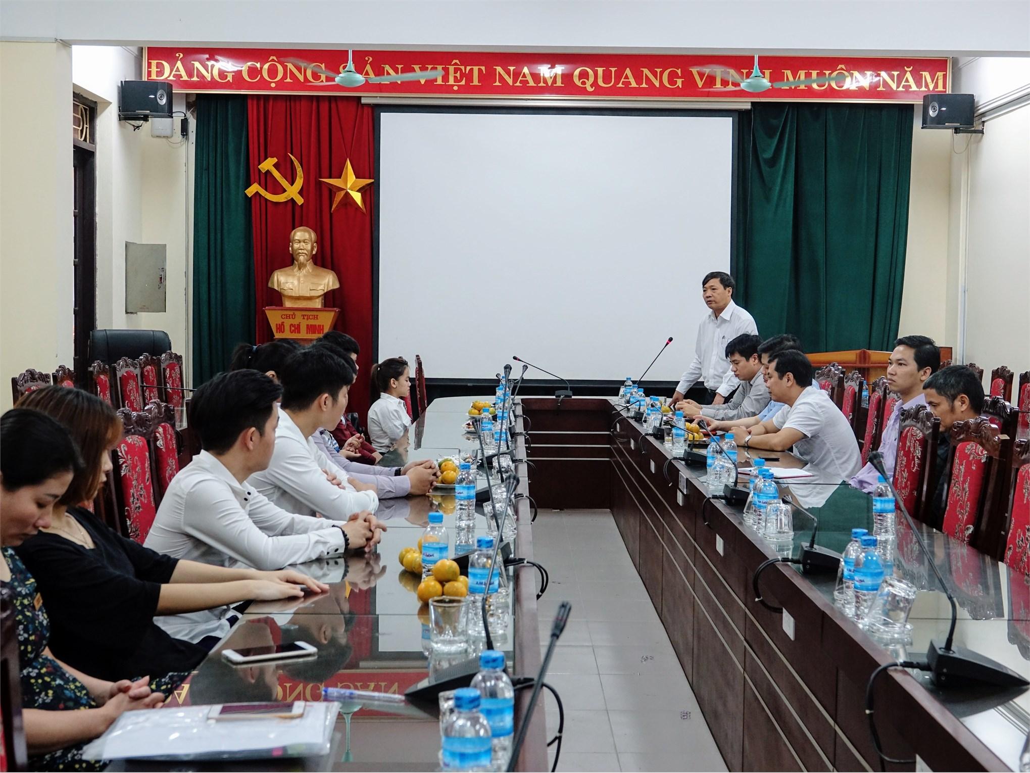 PGS.TS. Phạm Văn Bổng phát biểu động viên các bạn sinh viên khuyết tật