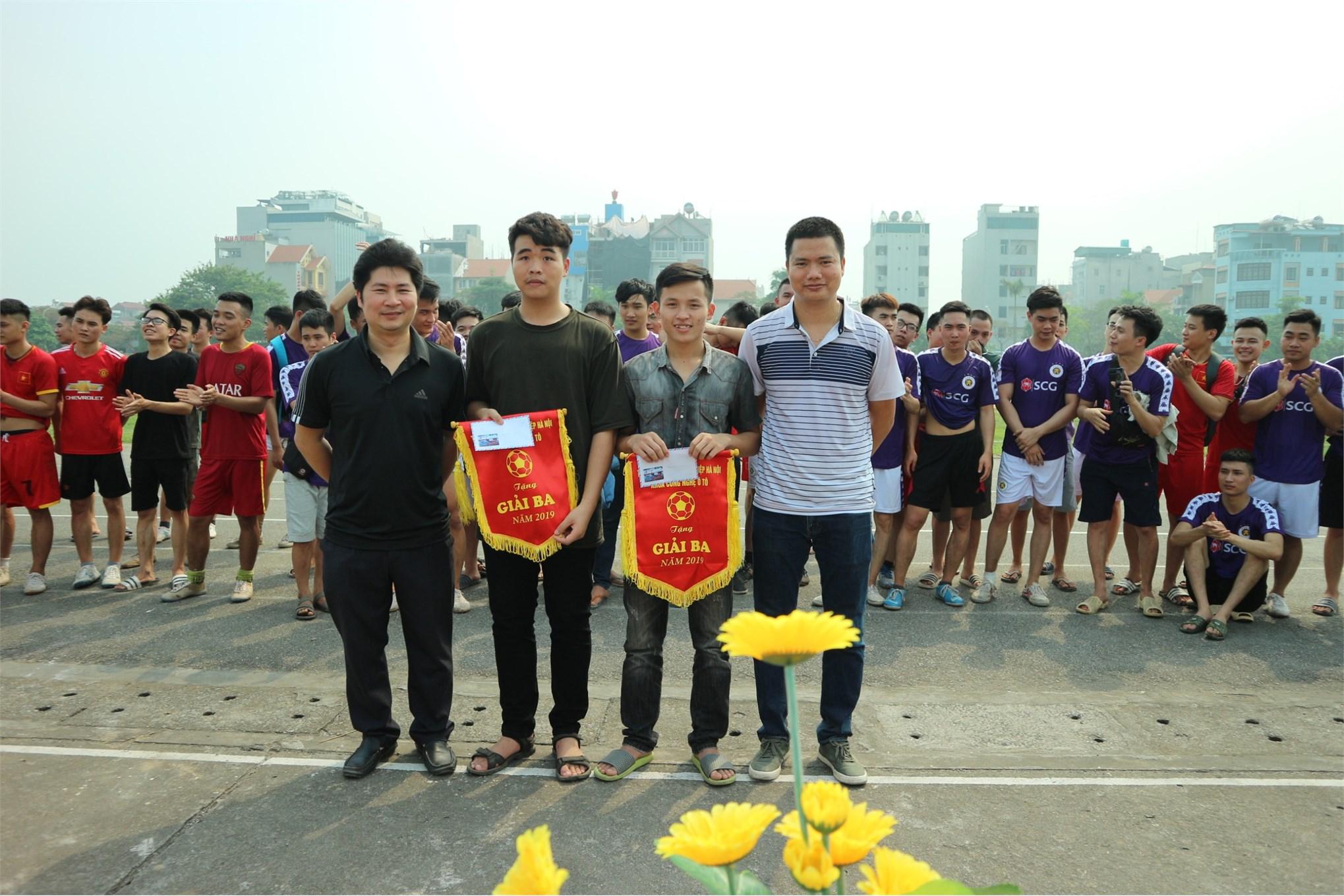 Trận Chung kết giải bóng đá nam học sinh sinh viên khoa công nghệ ô tô năm 2019