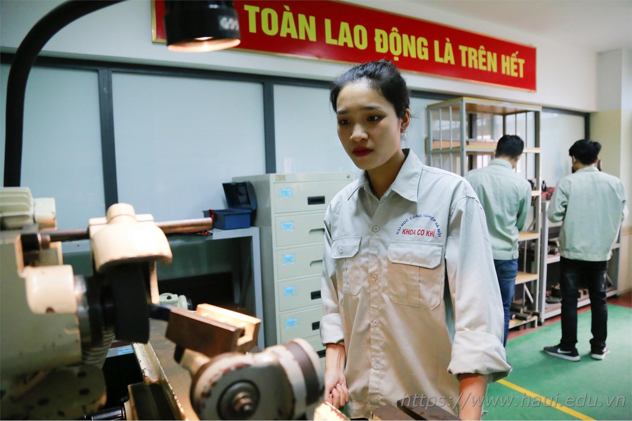 Á khôi HaUI - Con gái đam mê ngành kỹ thuật