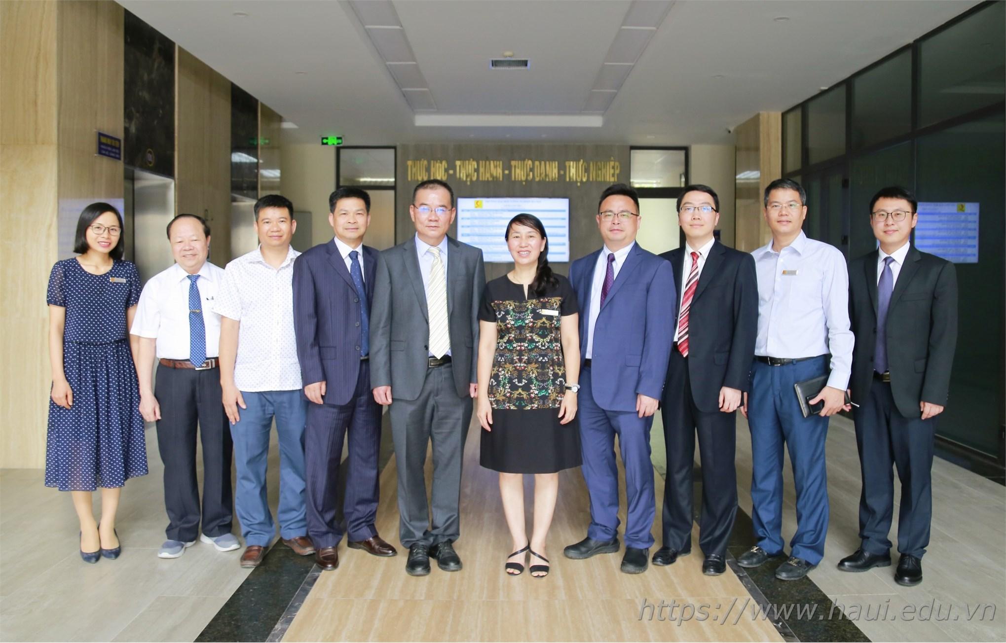 Tiếp đoàn công tác trường Đại học Khoa học và Kỹ thuật Quảng Tây, Trung Quốc