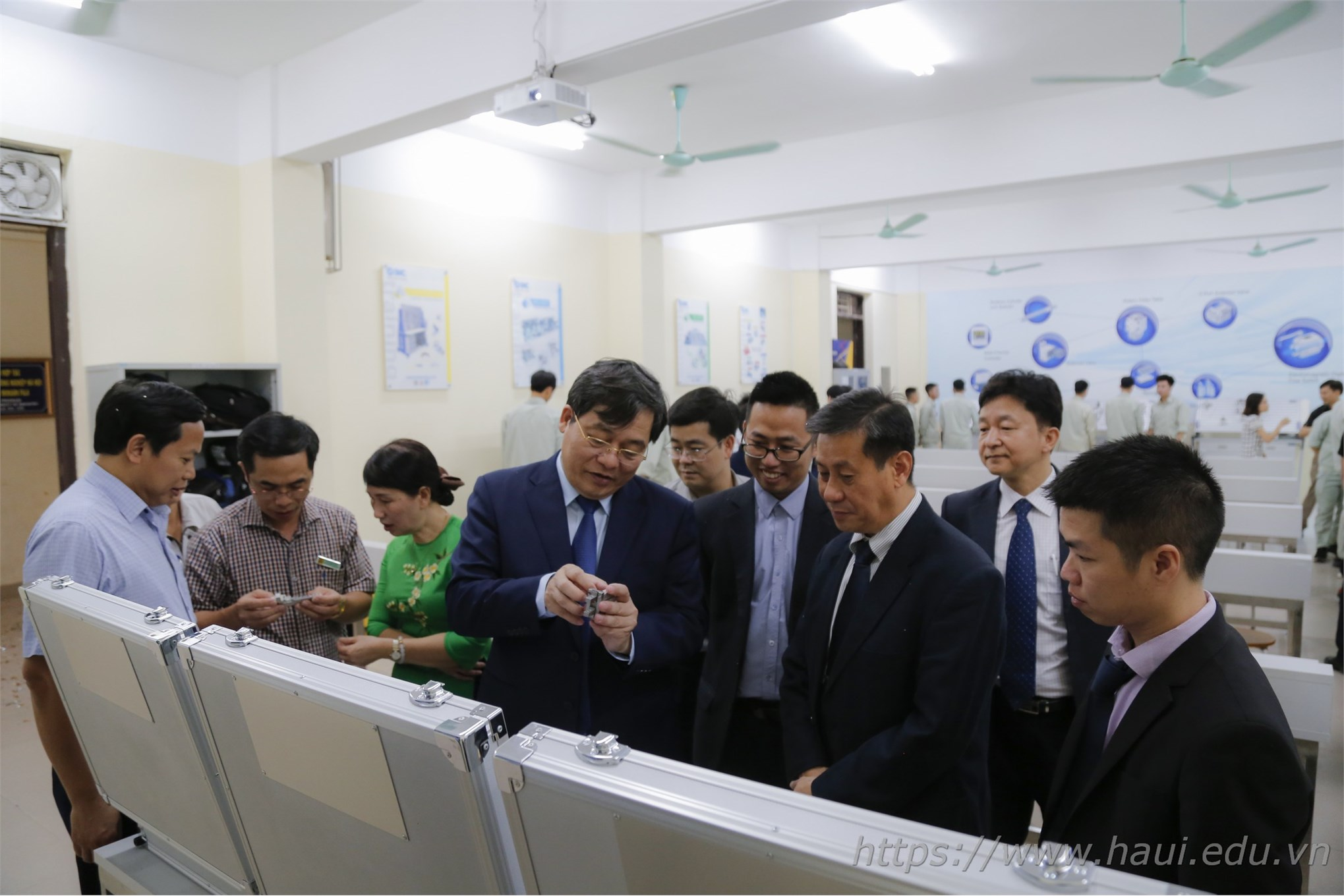 Hanoi University of Industry launch a new pneumatic lab worth 2.3 billion VND