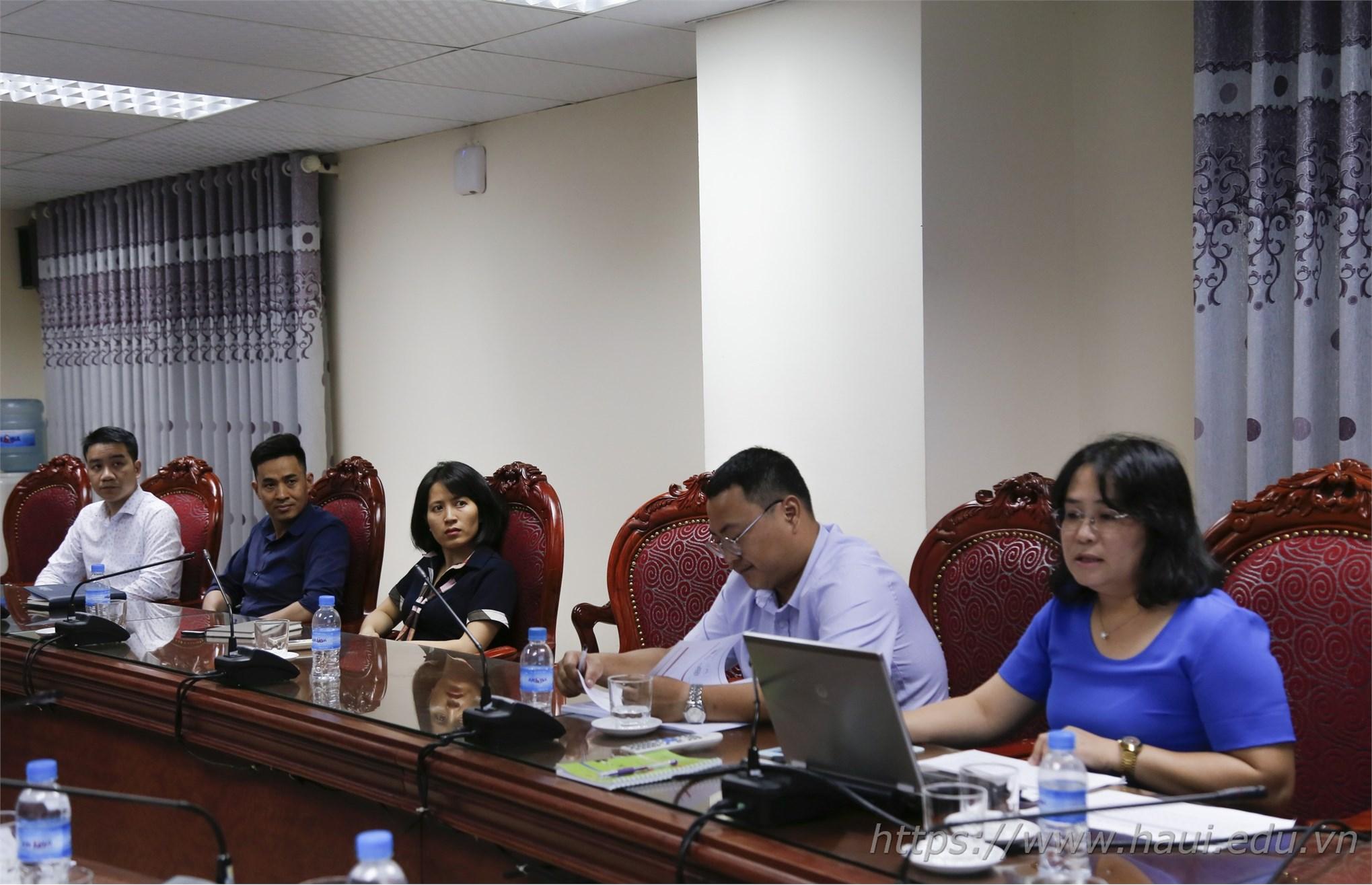 TS. Võ Thị Như Uyên trình bày nội dung đề tài nghiên cứu trước Hội đồng