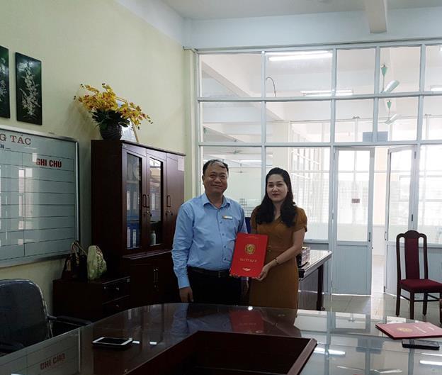 Trao quyết định thành lập 02 tổ chuyên môn cho Trung tâm Thông tin Thư viện