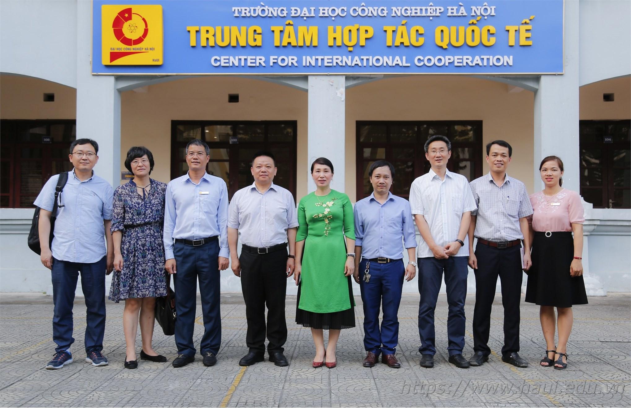Đoàn cán bộ Đại học Hồ Nam thăm và làm việc tại Đại học Công nghiệp Hà Nội