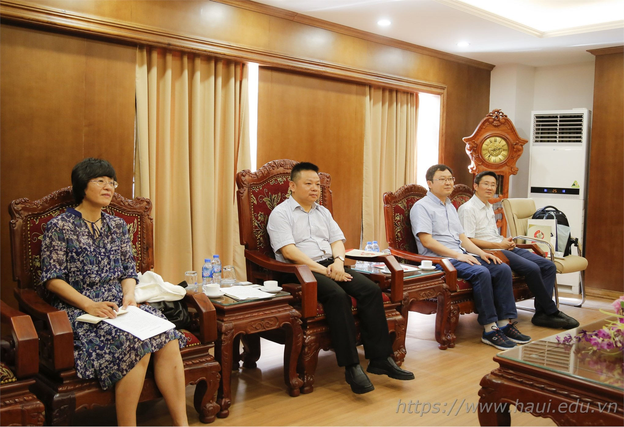 Delegation of Hunan University, China paid a working visit to Hanoi University of Industry
