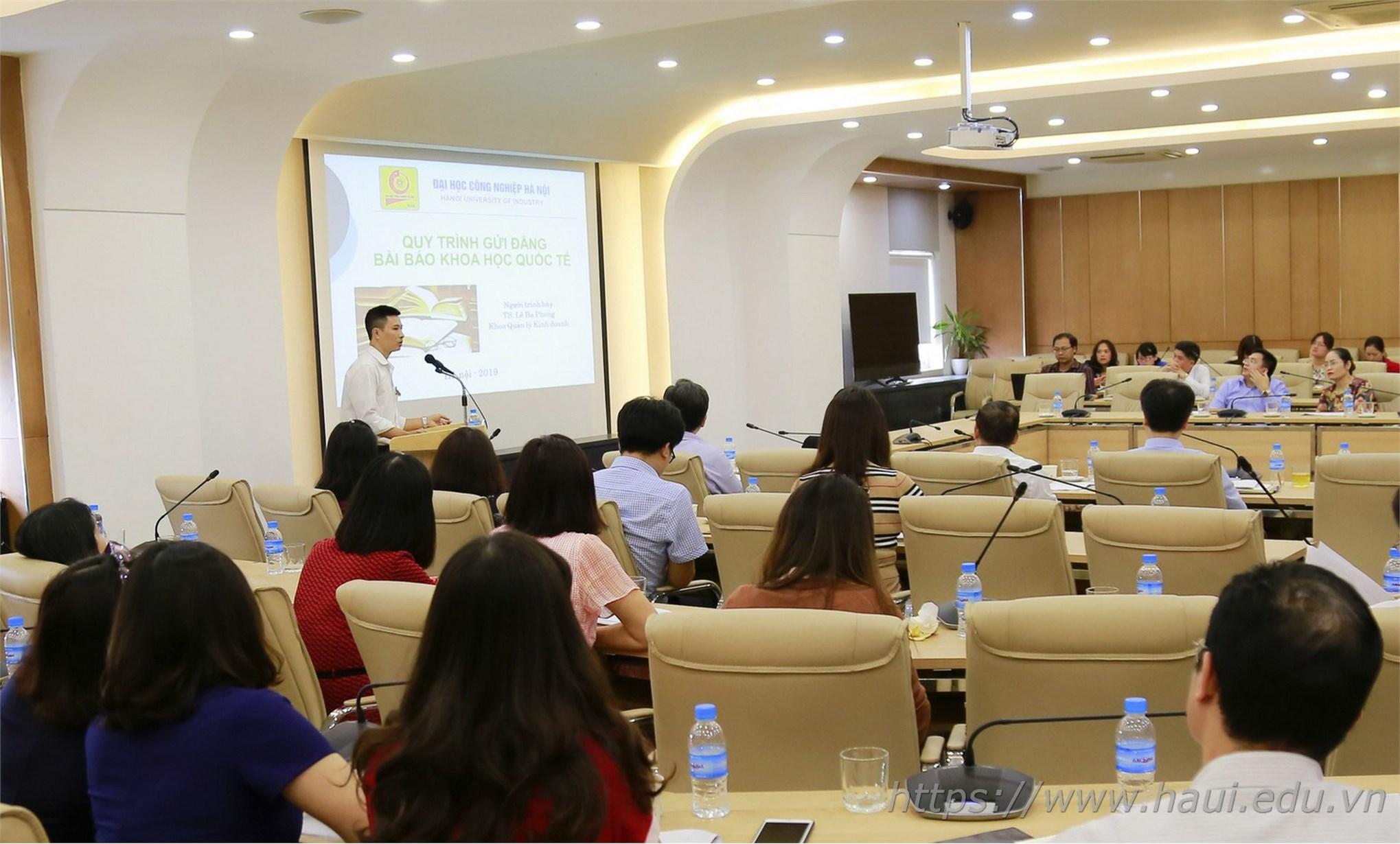 TS. Lê Ba Phong thuyết trình về quy trình gửi đăng bài báo khoa học quốc tế tại Hội nghị Khoa học trường Đại học Công nghiệp Hà Nội năm 2019