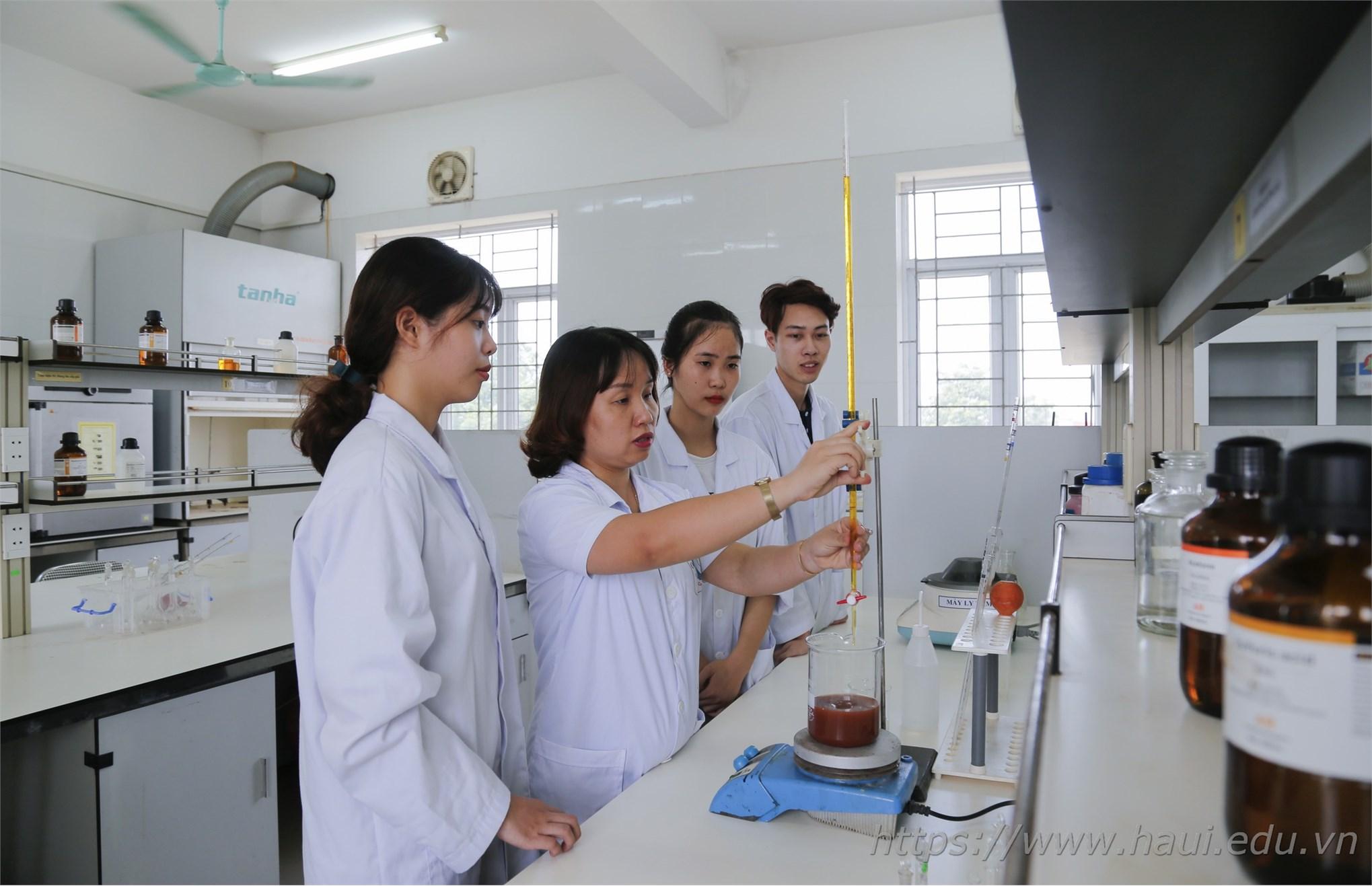 Sinh viên khoa Công nghệ Hóa, đại học công nghiệp Hà Nội với nghiên cứu khoa học