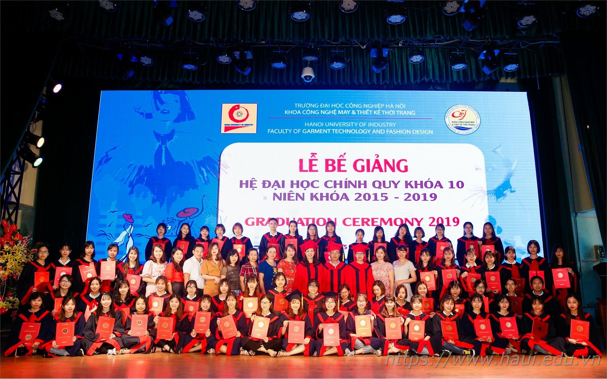Lễ Bế giảng và trao bằng tốt nghiệp cho sinh viên Đại học Công nghiệp Hà Nội