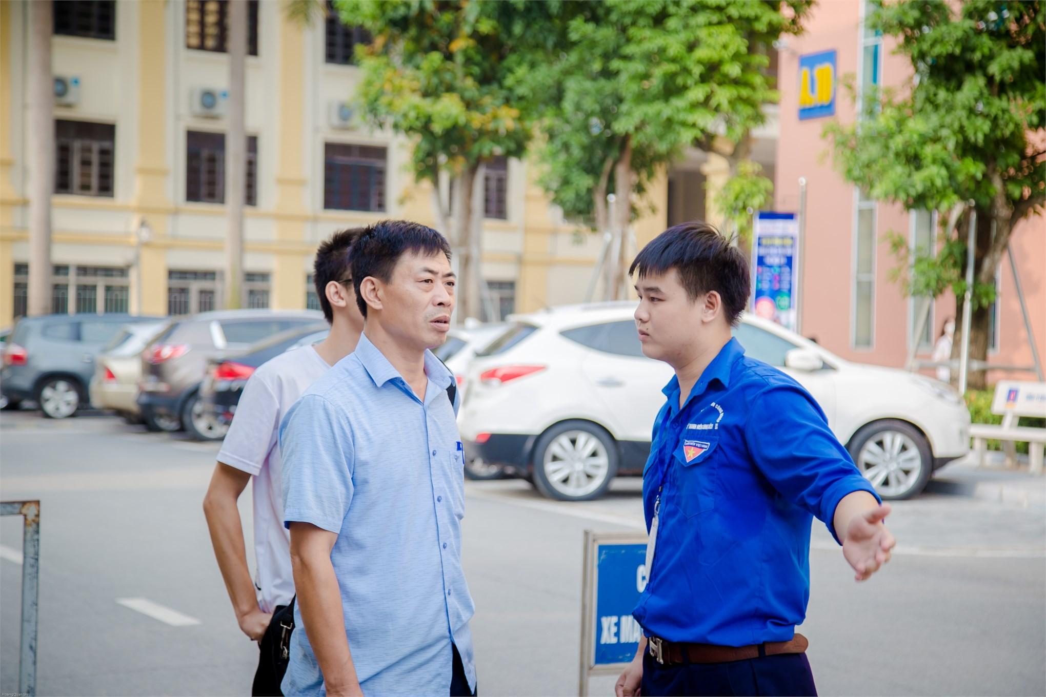 Thí sinh đăng ký xác nhận nhập học tại Đại học Công nghiệp Hà Nội năm 2019