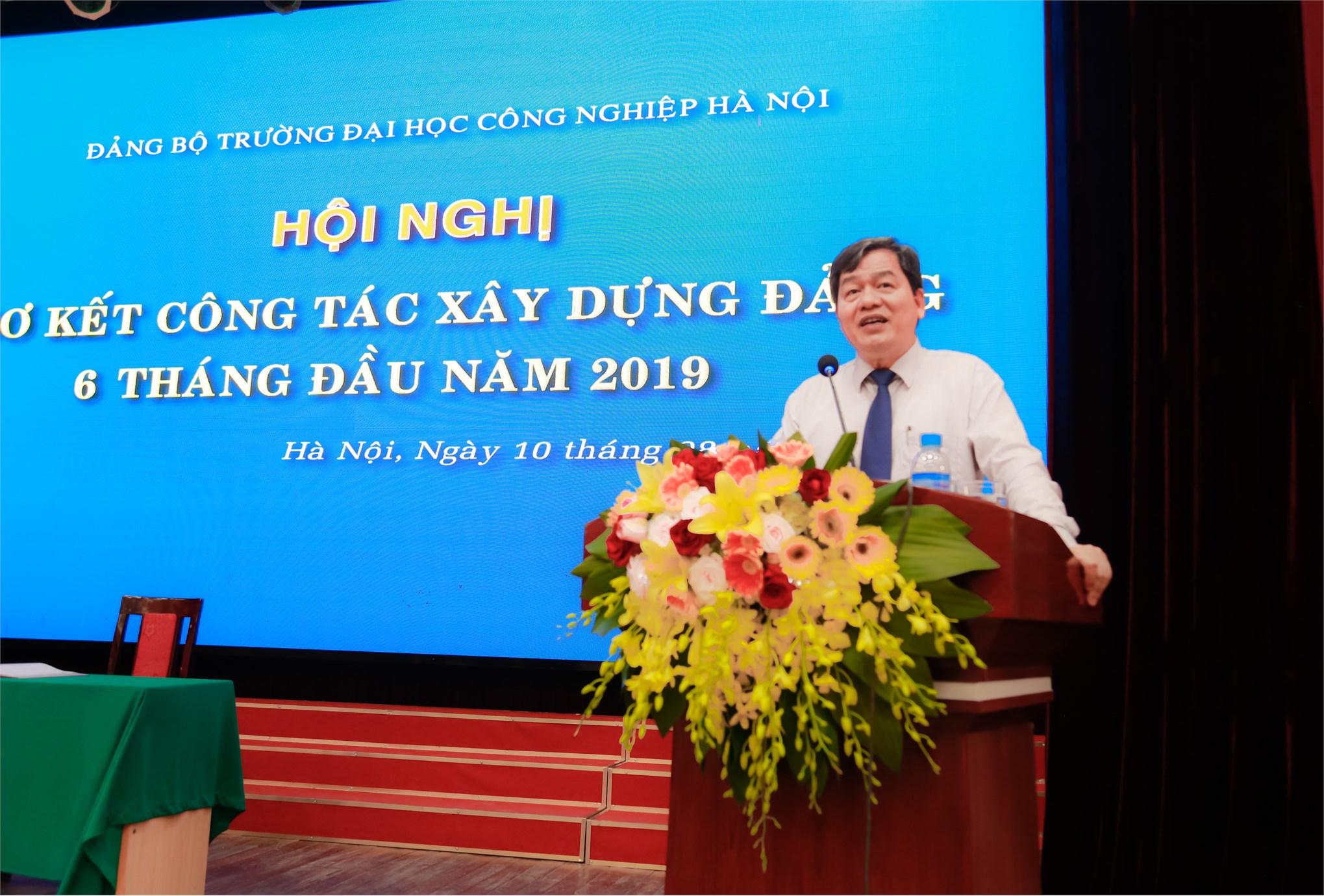 Trao tặng Huy hiệu 30 năm tuổi Đảng và Sơ kết công tác xây dựng Đảng 6 tháng đầu năm 2019
