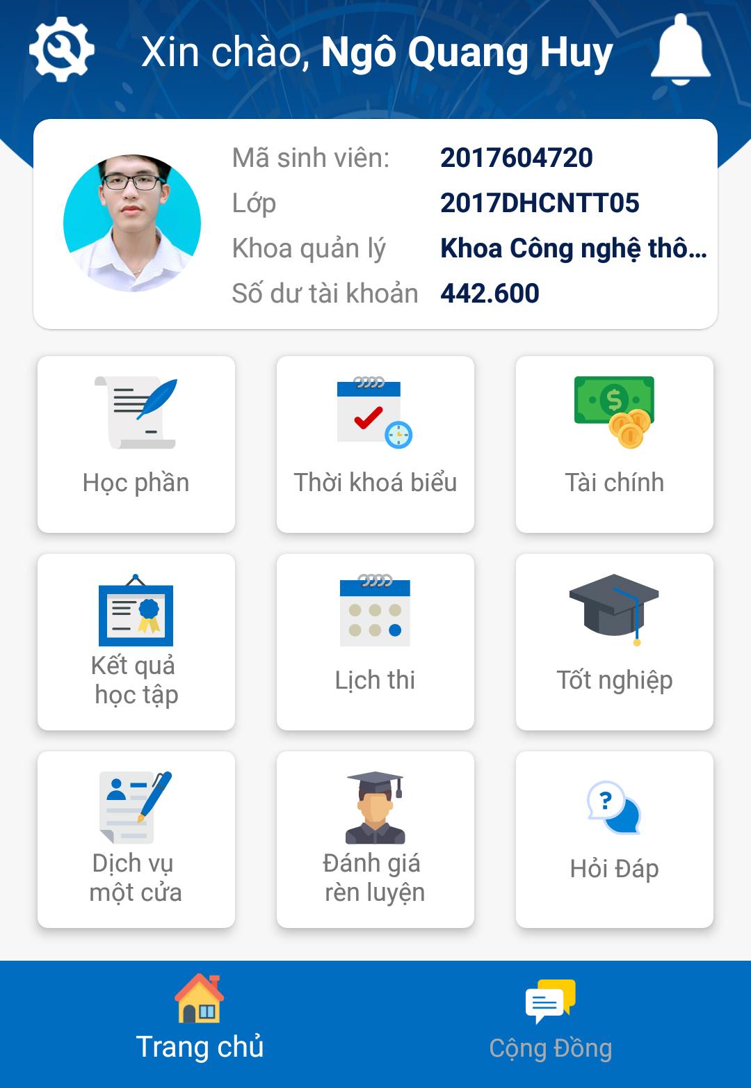 Thí sinh làm thủ tục xác nhận nhập học tại Đại học Công nghiệp Hà Nội năm 2019