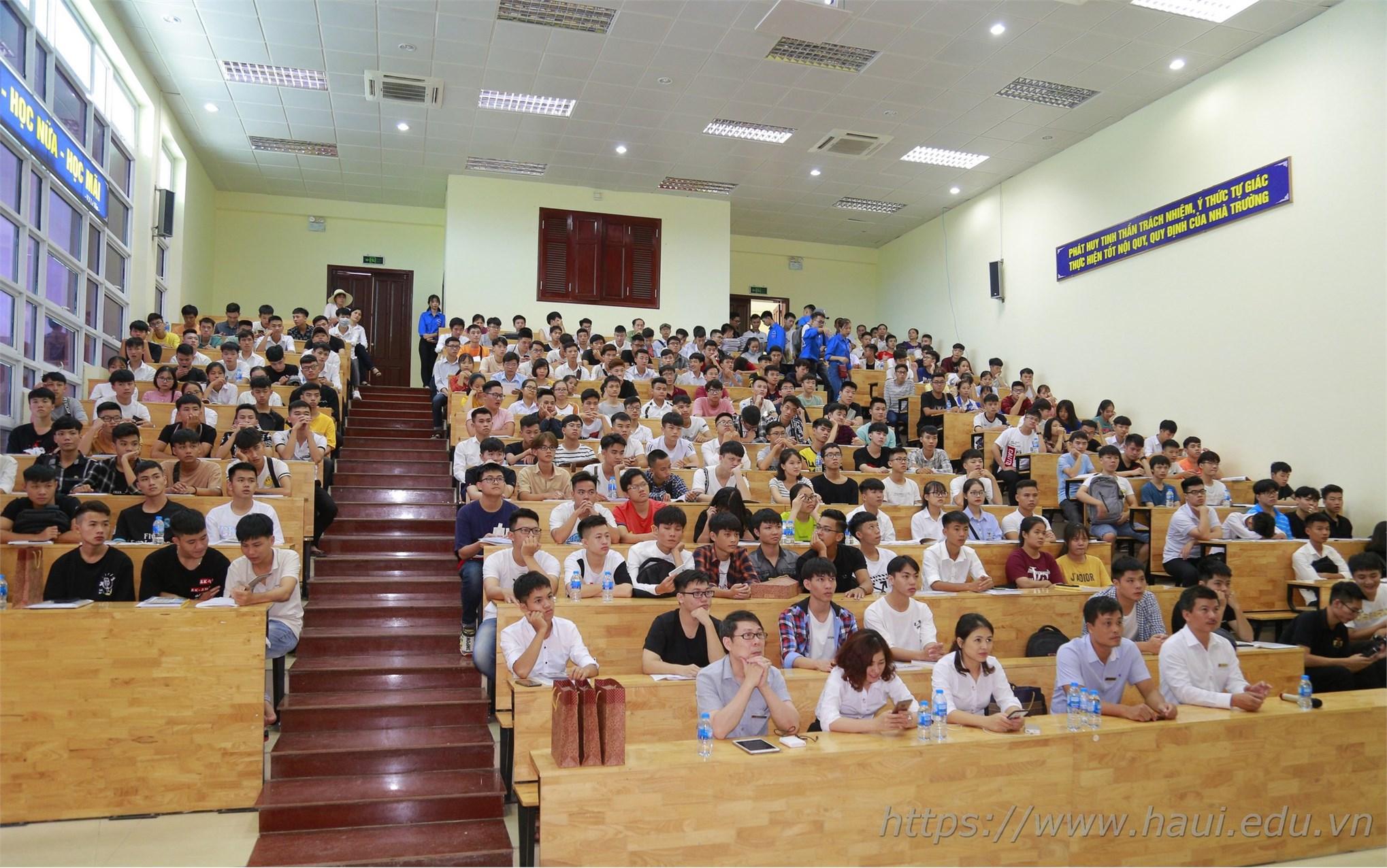Ngày hội chào tân sinh viên Đại học Công nghiệp Hà Nội năm 2019