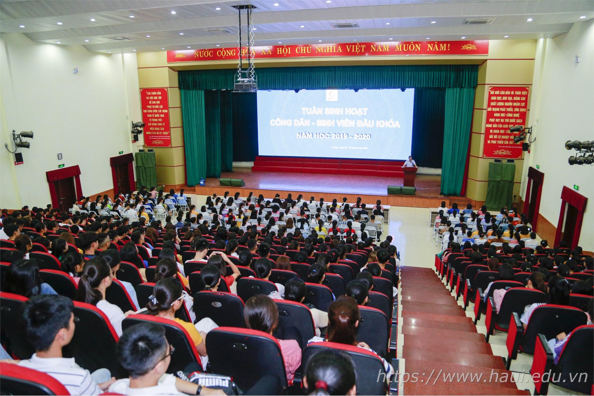 Tuần sinh hoạt công dân Đại học Công nghiệp Hà Nội