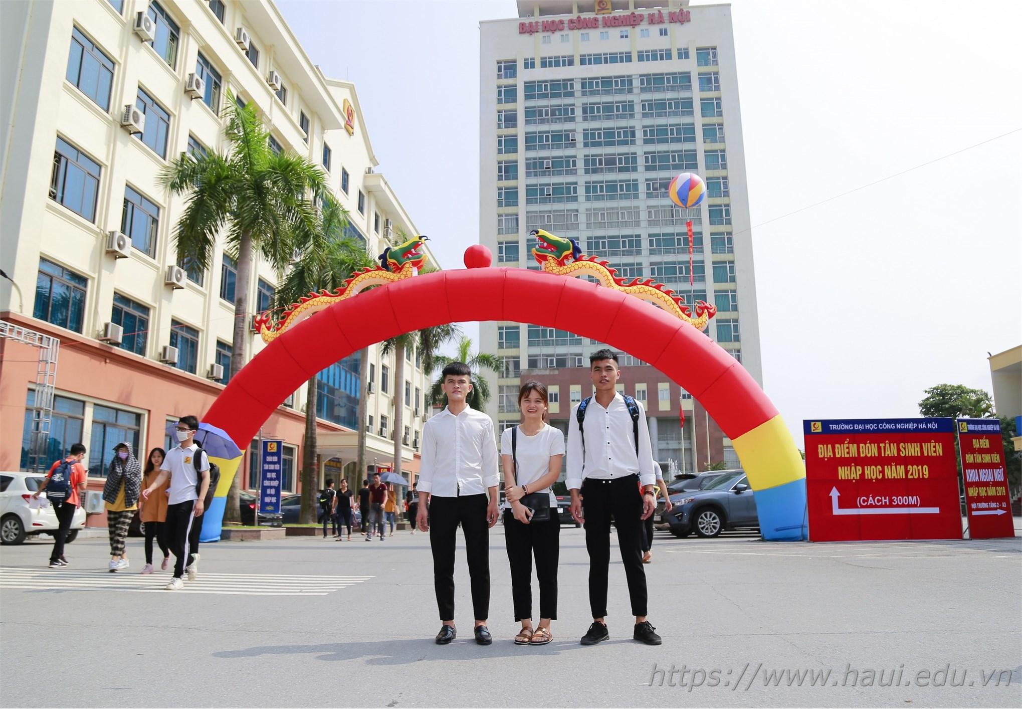 Tân sinh viên Đại học Công nghiệp Hà Nội nhập học năm 2019