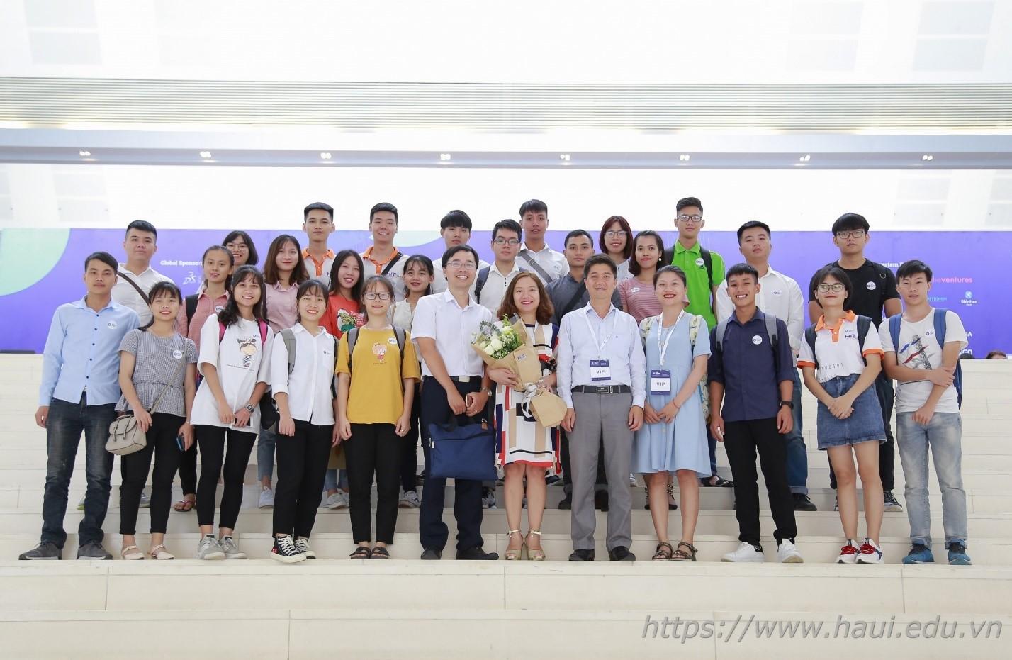Sinh viên Đại học Công nghiệp Hà Nội nhận tài trợ khởi nghiệp từ VinTech City