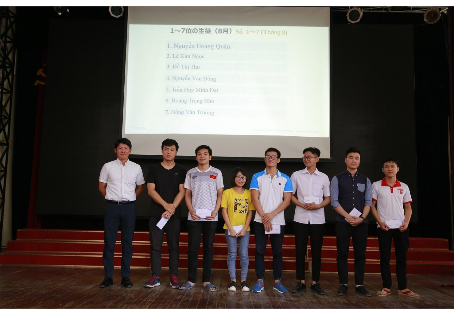 Trao 74 suất học bổng tháng 8 trong chương trình `Đào tạo kỹ sư trình độ cao của Công ty Nissan Techno Việt Nam và Công ty Pasona Tech Việt Nam`