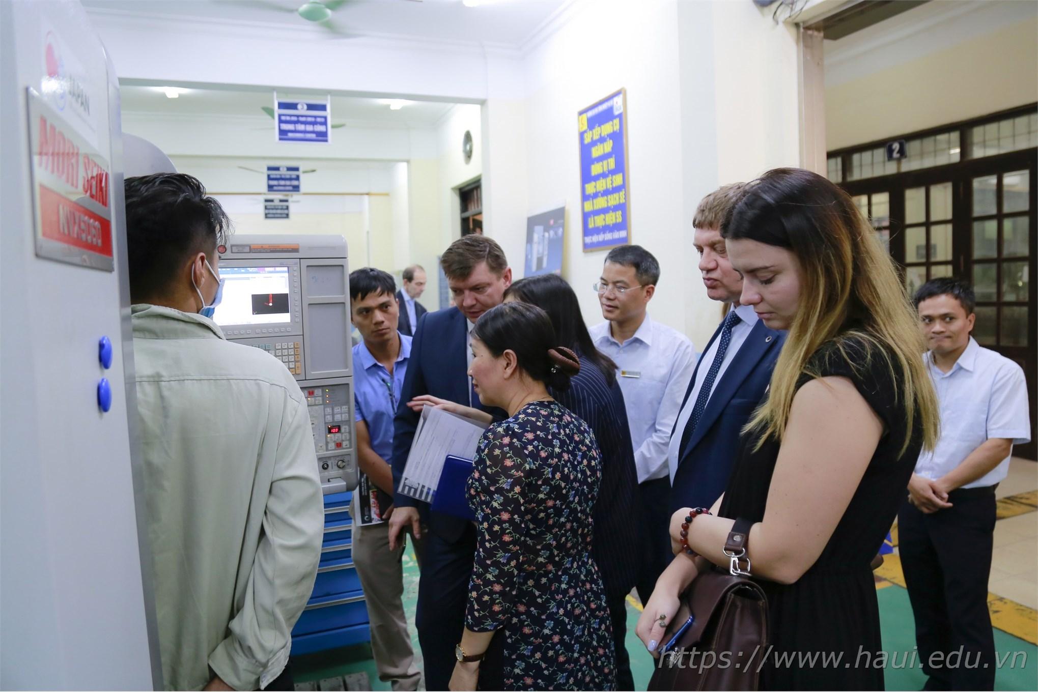 Trường Đại học Công nghiệp Hà Nội làm việc với đoàn công tác các trường Đại học của Liên Bang Nga