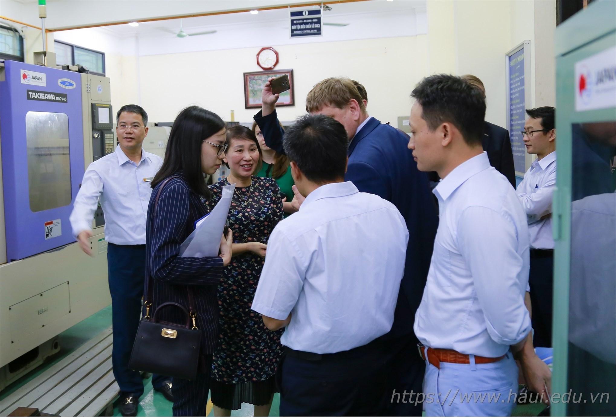 Hanoi University of Industry seeks cooperation opportunities with Russian Universities