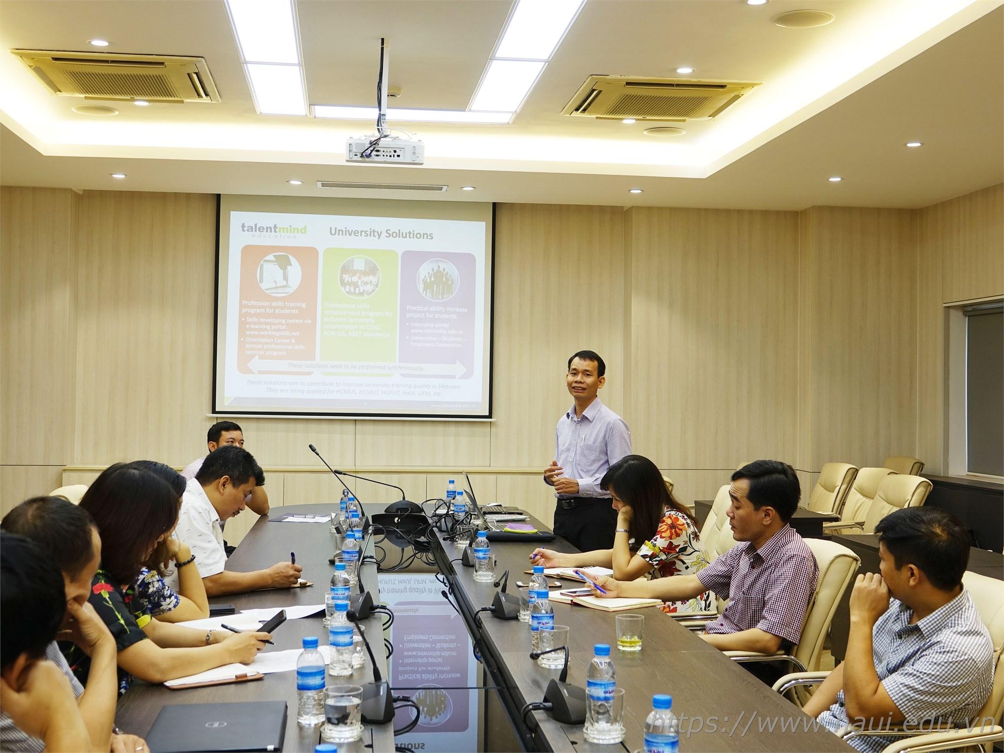 TS. Nguyễn Huy Hoàng – CEO Talent Mind Education trình bày tại buổi tập huấn sáng ngày 8/10/2019