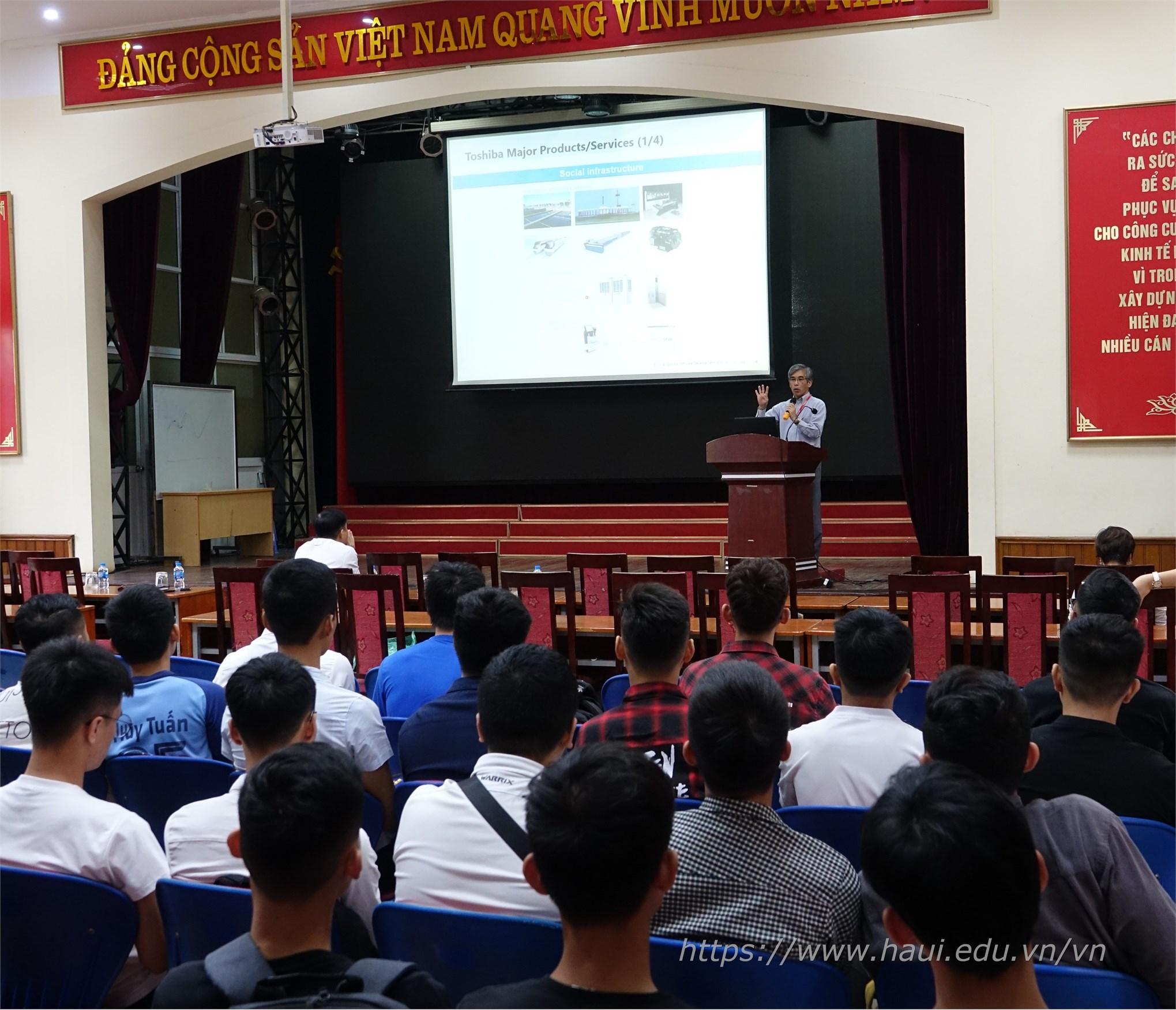 Nhiều cơ hội thực tập, làm việc cho sinh viên Khoa Điện tử và Khoa Công nghệ Thông tin