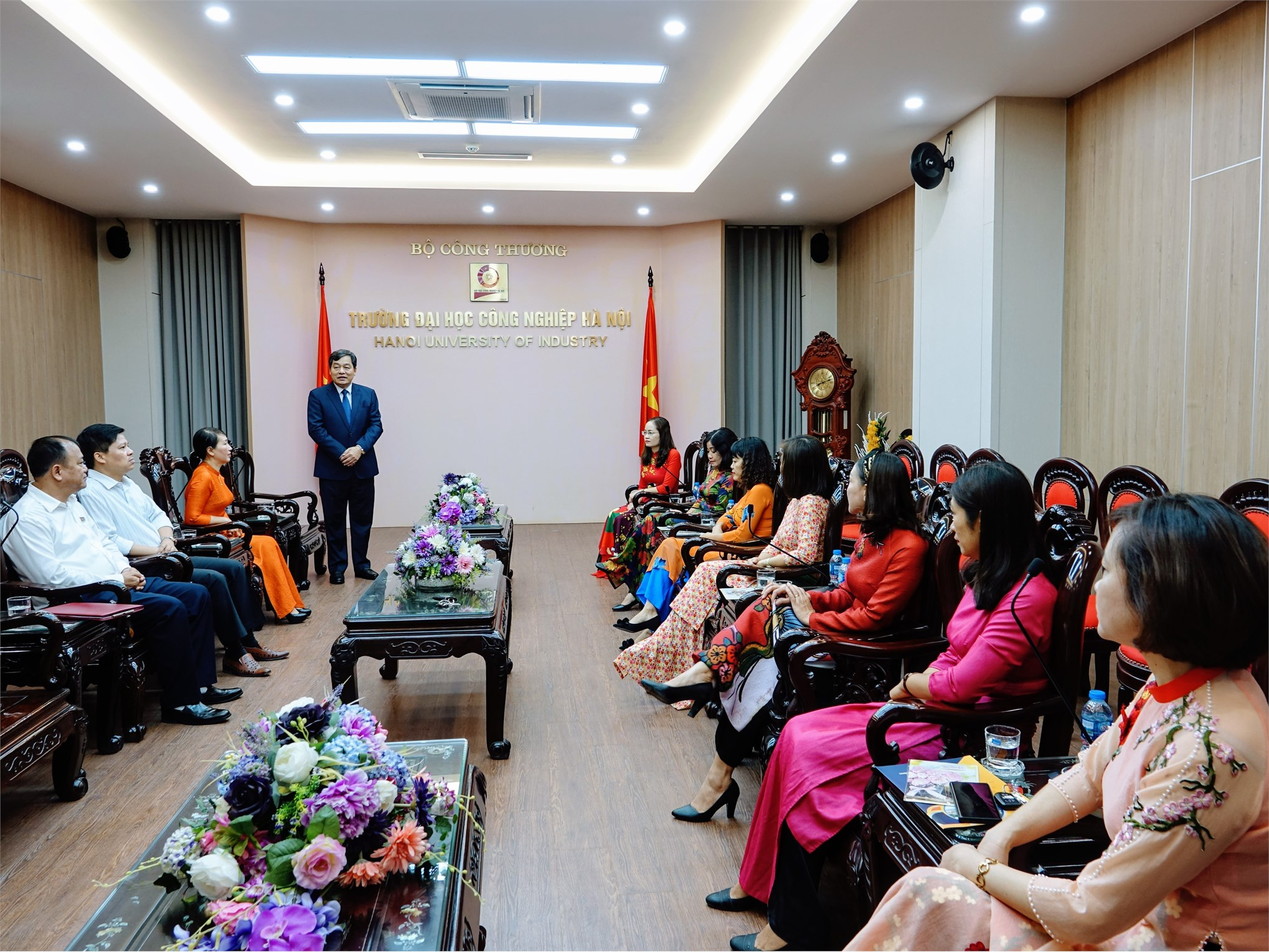 NGND. PGS. TS. Trần Đức Quý - Bí thư Đảng ủy, Hiệu trưởng Nhà trường phát biểu chúc mừng Ban nữ công nhân ngày 20/10