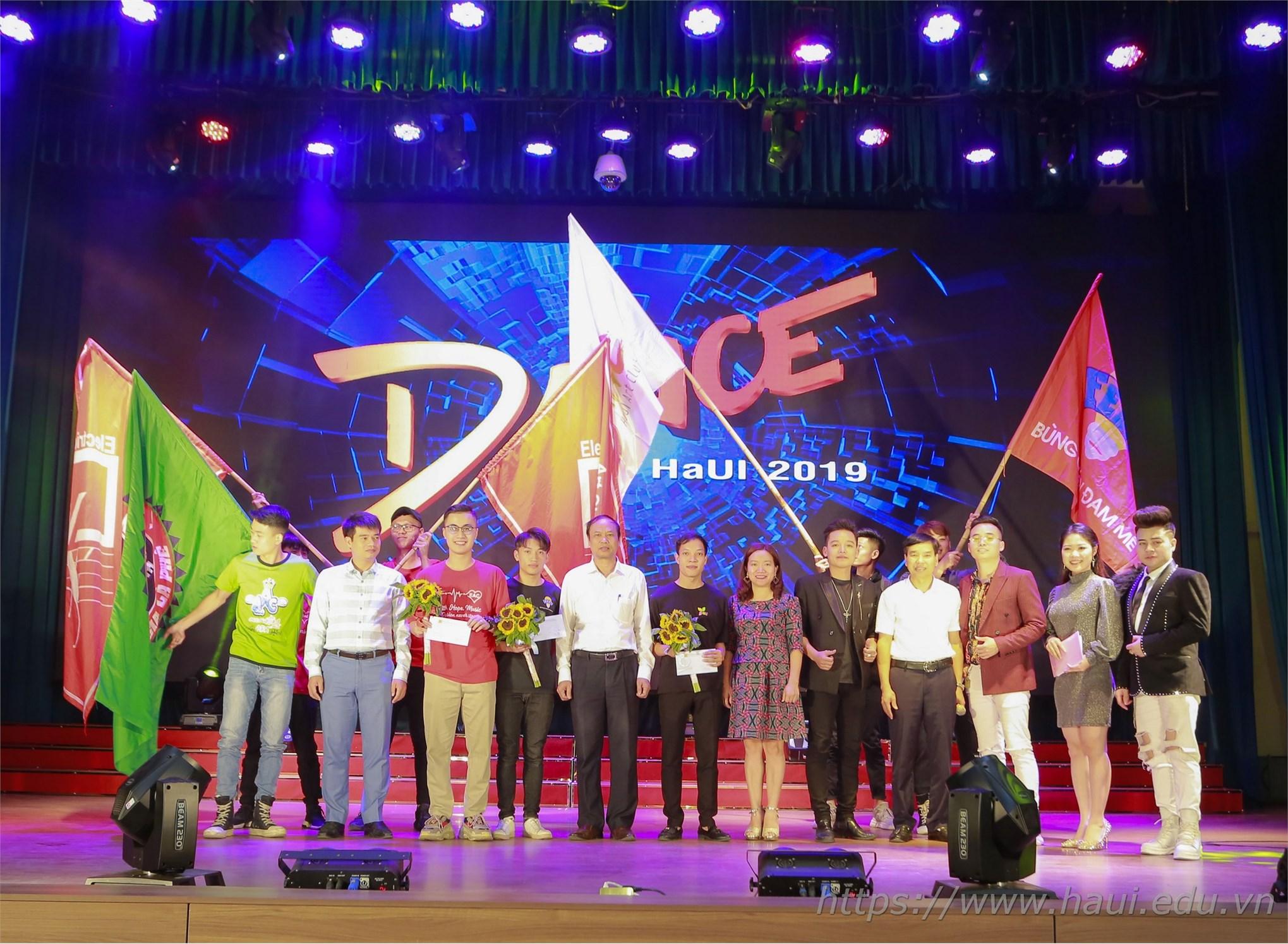 Chương trình giao lưu văn nghệ sinh viên chào mừng đại hội Đoàn TNCS Hồ Chí Minh trường Đại học Công nghiệp Hà Nội