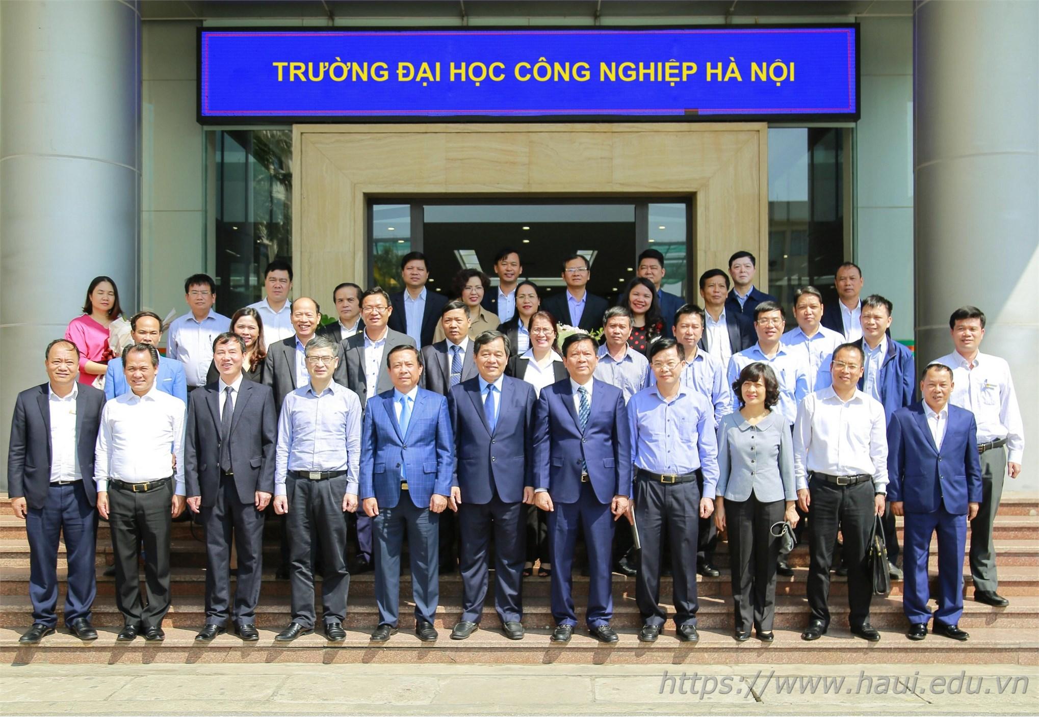 Lễ chuyển giao tổ chức cơ sở Đảng và Đảng viên từ Đảng ủy Khối Công nghiệp Hà Nội về Đảng ủy Khối các trường đại học, cao đẳng Hà Nội