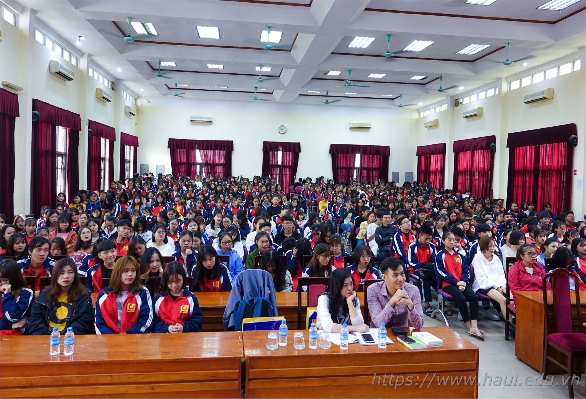 Sinh viên với Hội thảo chuyên đề An toàn thông tin trên không gian mạng