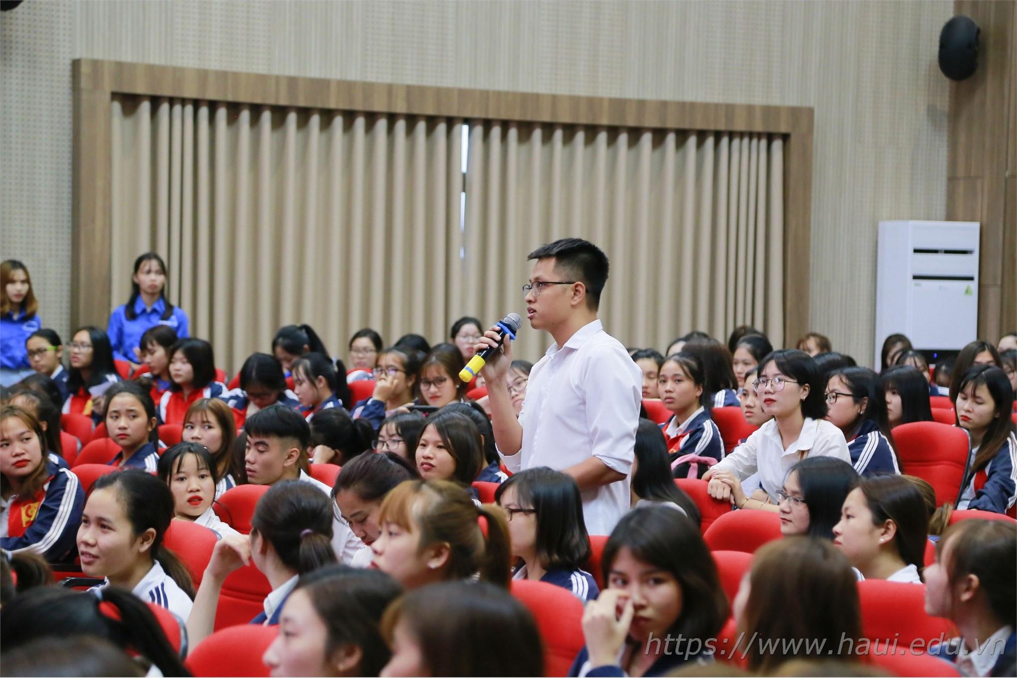 Tọa đàm Doanh nghiệp Dệt, May và Thời trang với sinh viên 2019 tại Đại học Công nghiệp Hà Nội