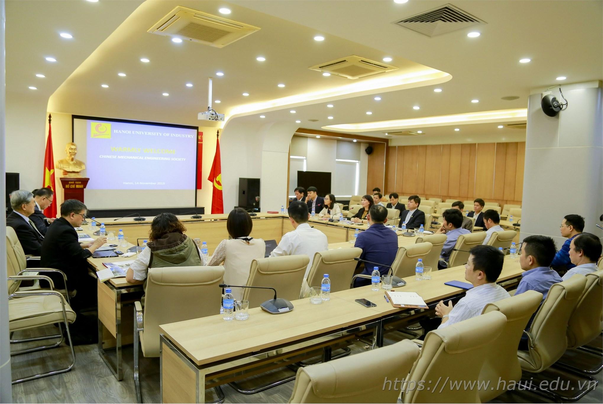 Đoàn đại biểu Hiệp hội Cơ khí Trung Quốc thăm và làm việc tại trường Đại học Công nghiệp Hà Nội
