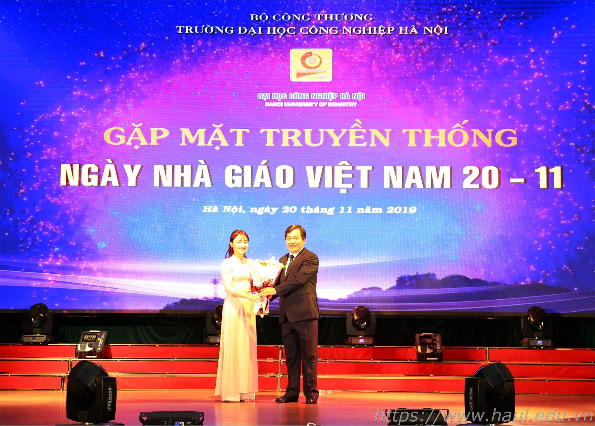 Ấm áp buổi gặp mặt truyền thống ngày Nhà giáo Việt Nam 20/11