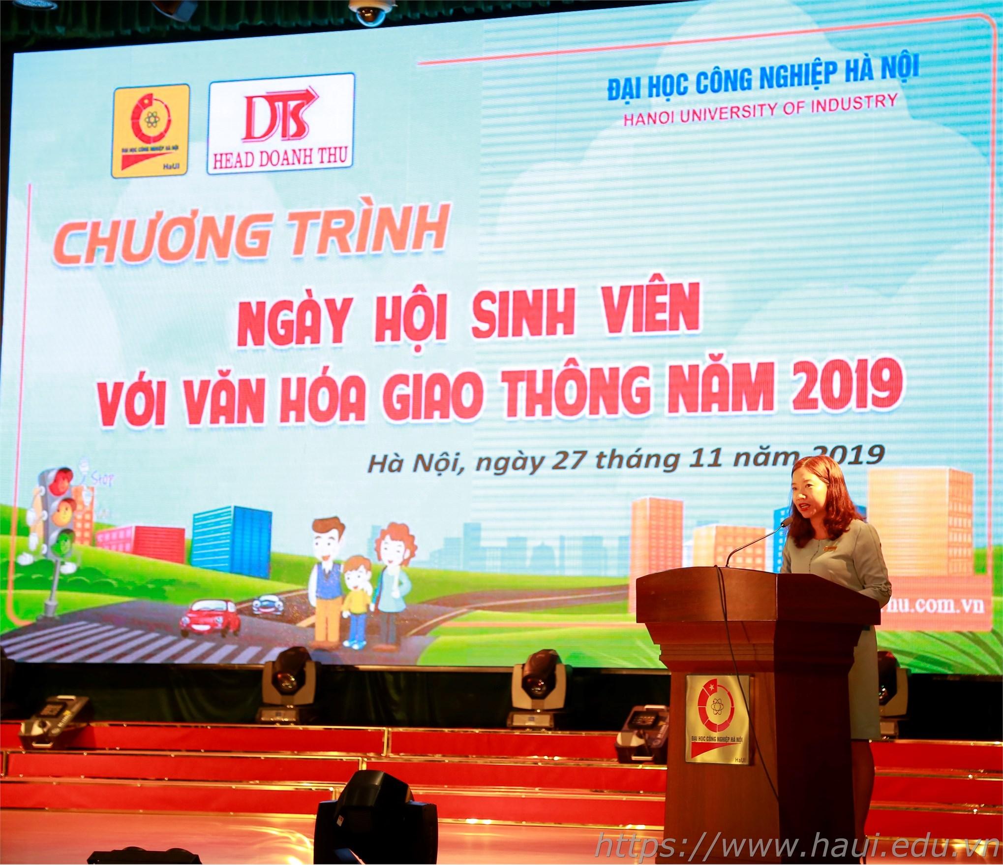 Đồng chí Trương Thị Thanh Hoài – Bí thư Đoàn thanh phát biểu tại ngày hội