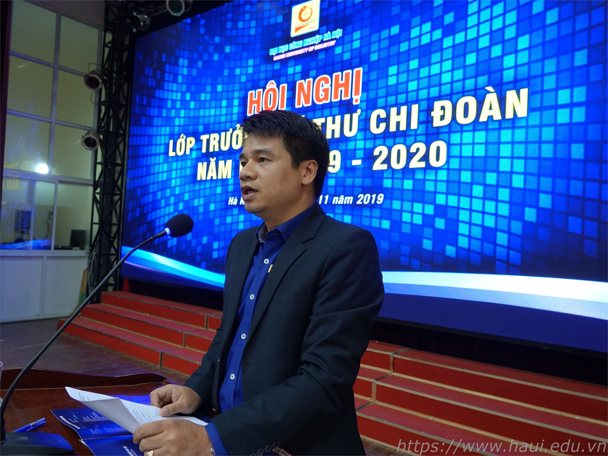 Thầy Trần Ngọc Khánh – Trưởng phòng Công tác học sinh sinh viên trình bày báo cáo tại Hội nghị