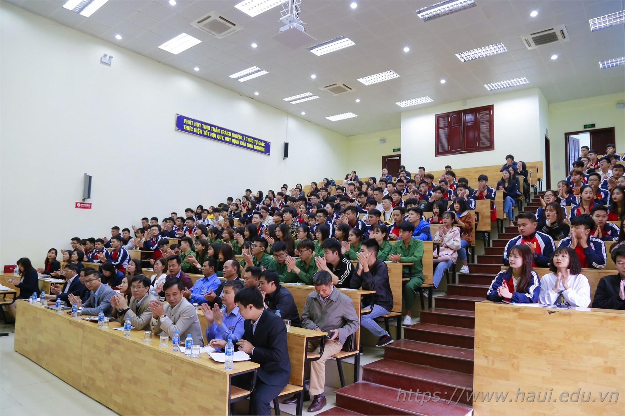 Hội nghị lớp trưởng, bí thư chi đoàn được thực hiện rất hiệu quả, tạo niềm tin cho sinh viên nhà trường